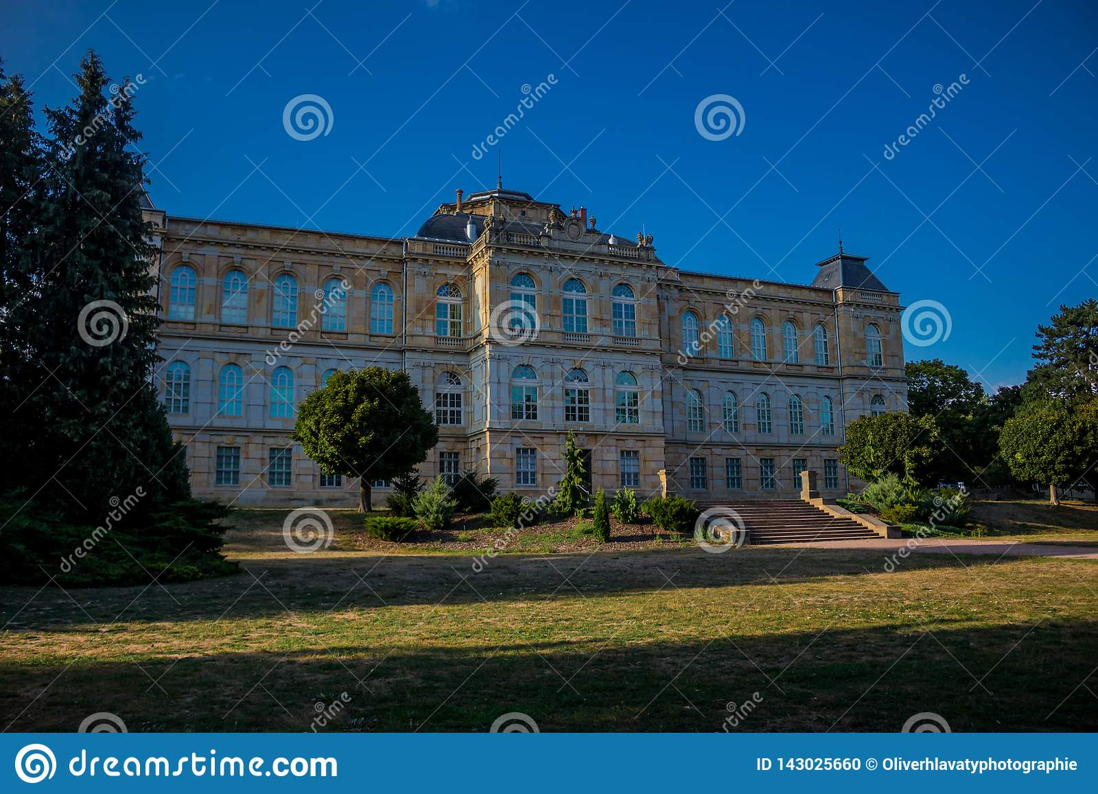 Jour confortable dans le paysage de parc dans Gotha