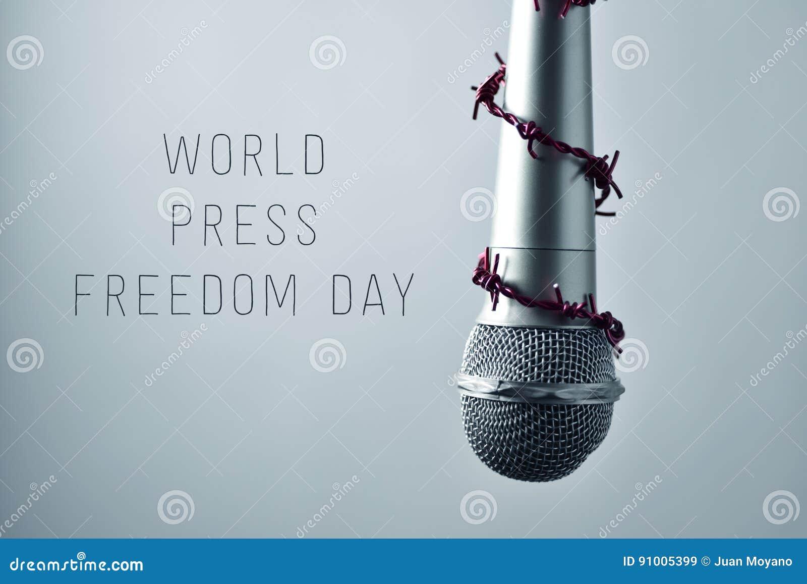 Jour de liberté de la presse du monde de microphone et de textes
