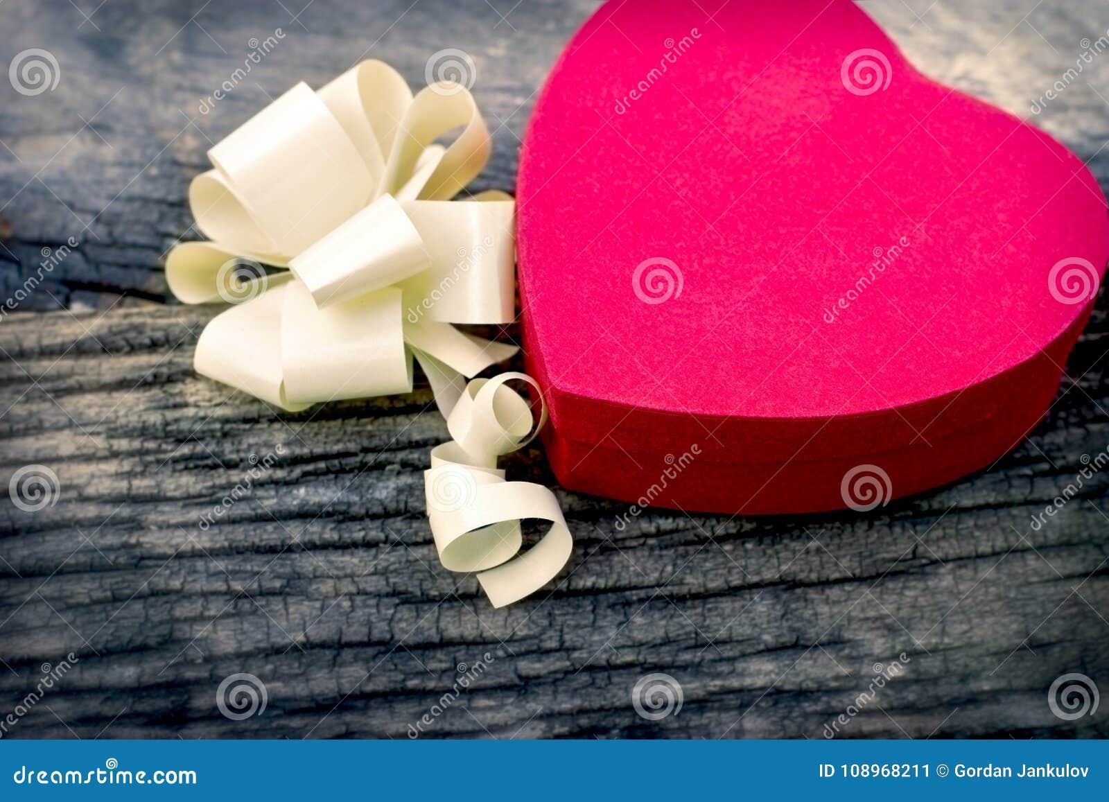 Jour du ` s de Valentine - boîte de chocolats, un cadeau pour les amants