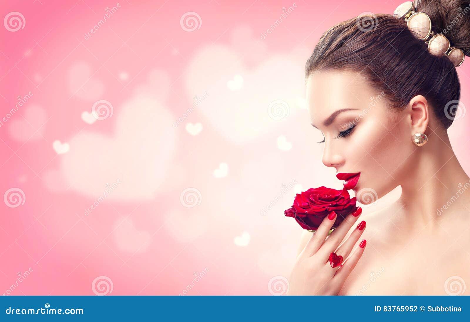 Jour du `s de Valentine Femme avec Rose rouge