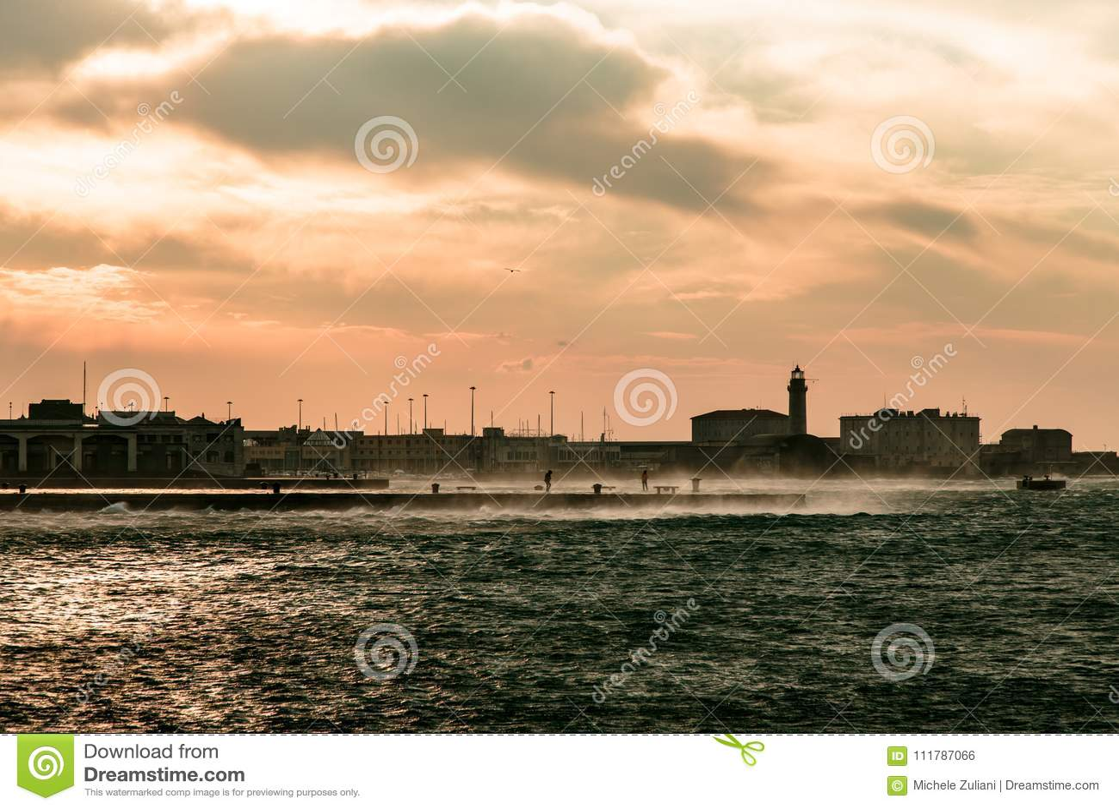 Jour venteux dans la ville de Trieste