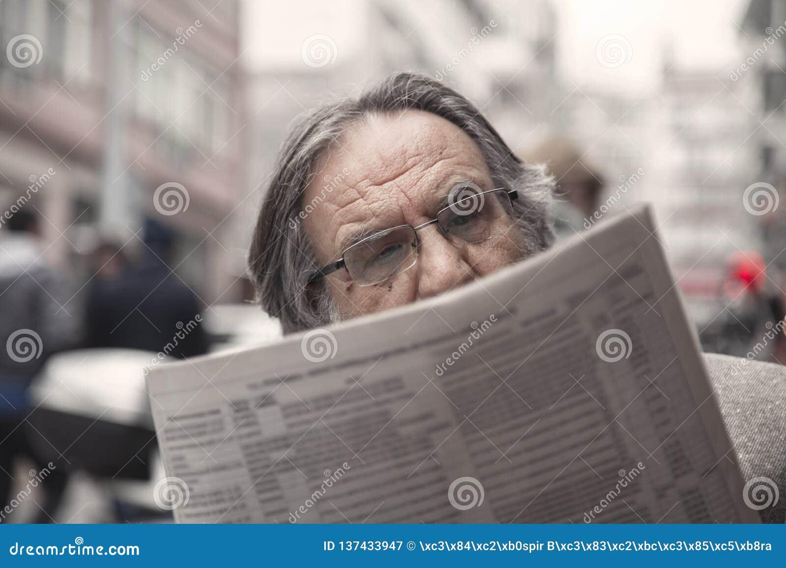 Journal de lecture d homme supérieur dedans dehors