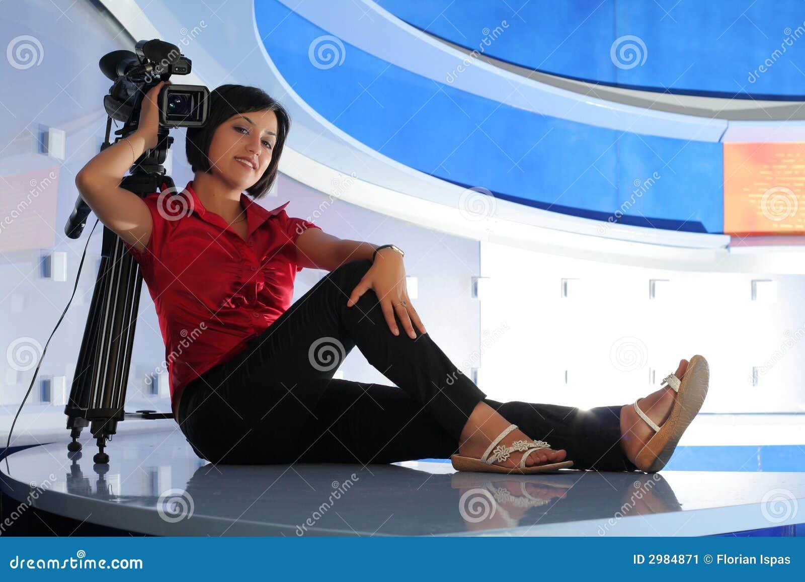 Journaliste de TV dans le studio
