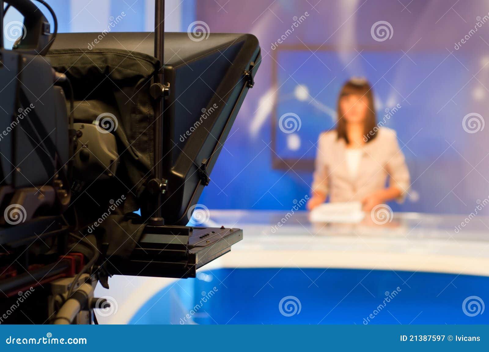 Journaliste présent des nouvelles