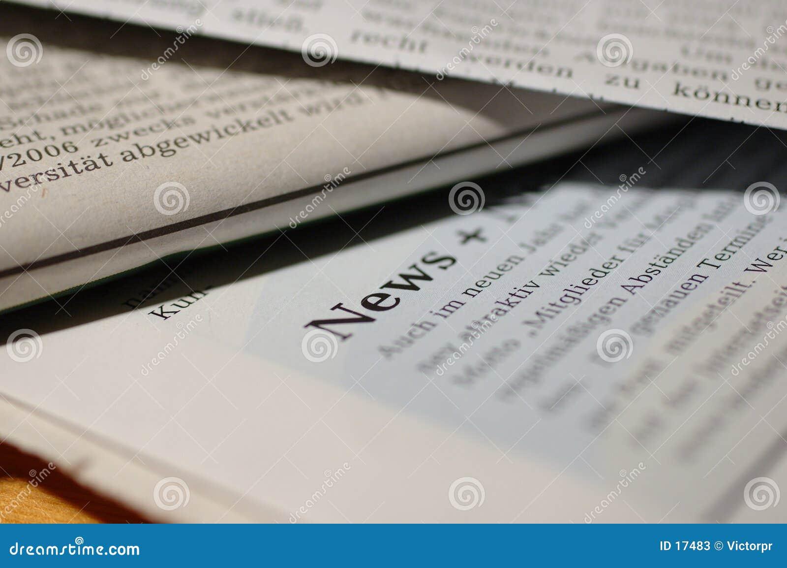 Journaux avec des nouvelles de mot