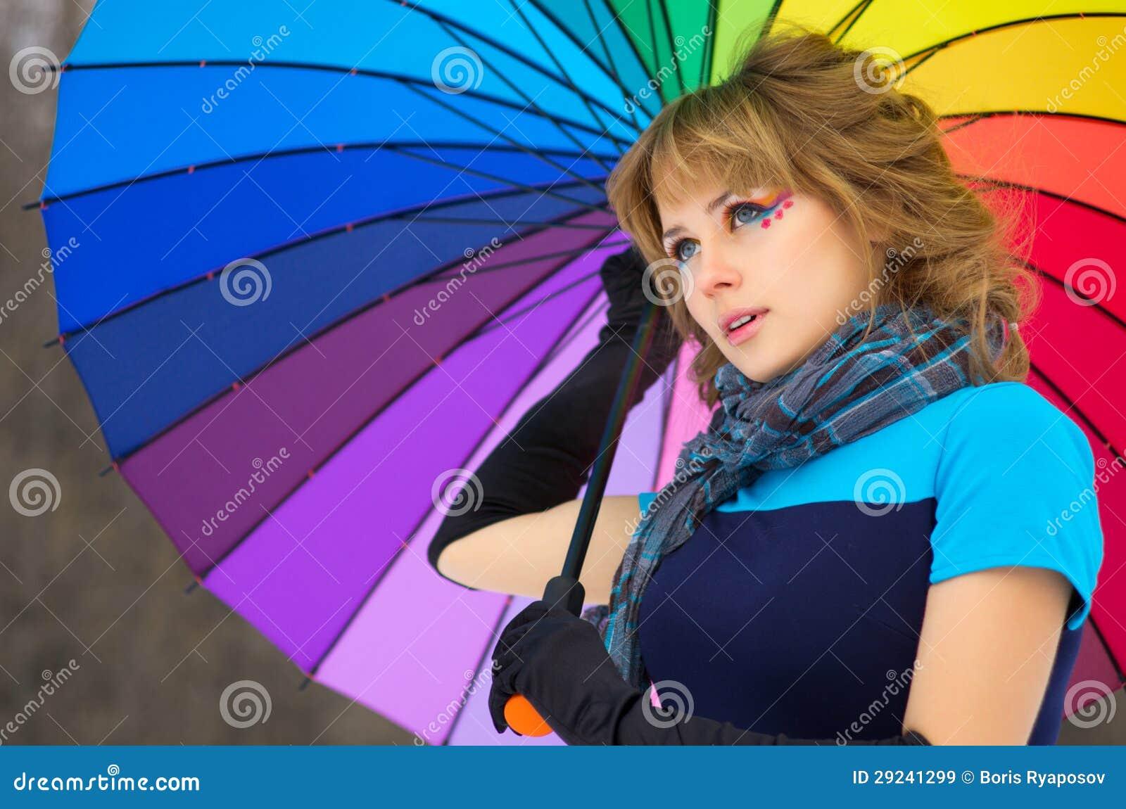 Download Jovem Mulher Com Guarda-chuva Multicolorido Imagem de Stock - Imagem de cute, frio: 29241299