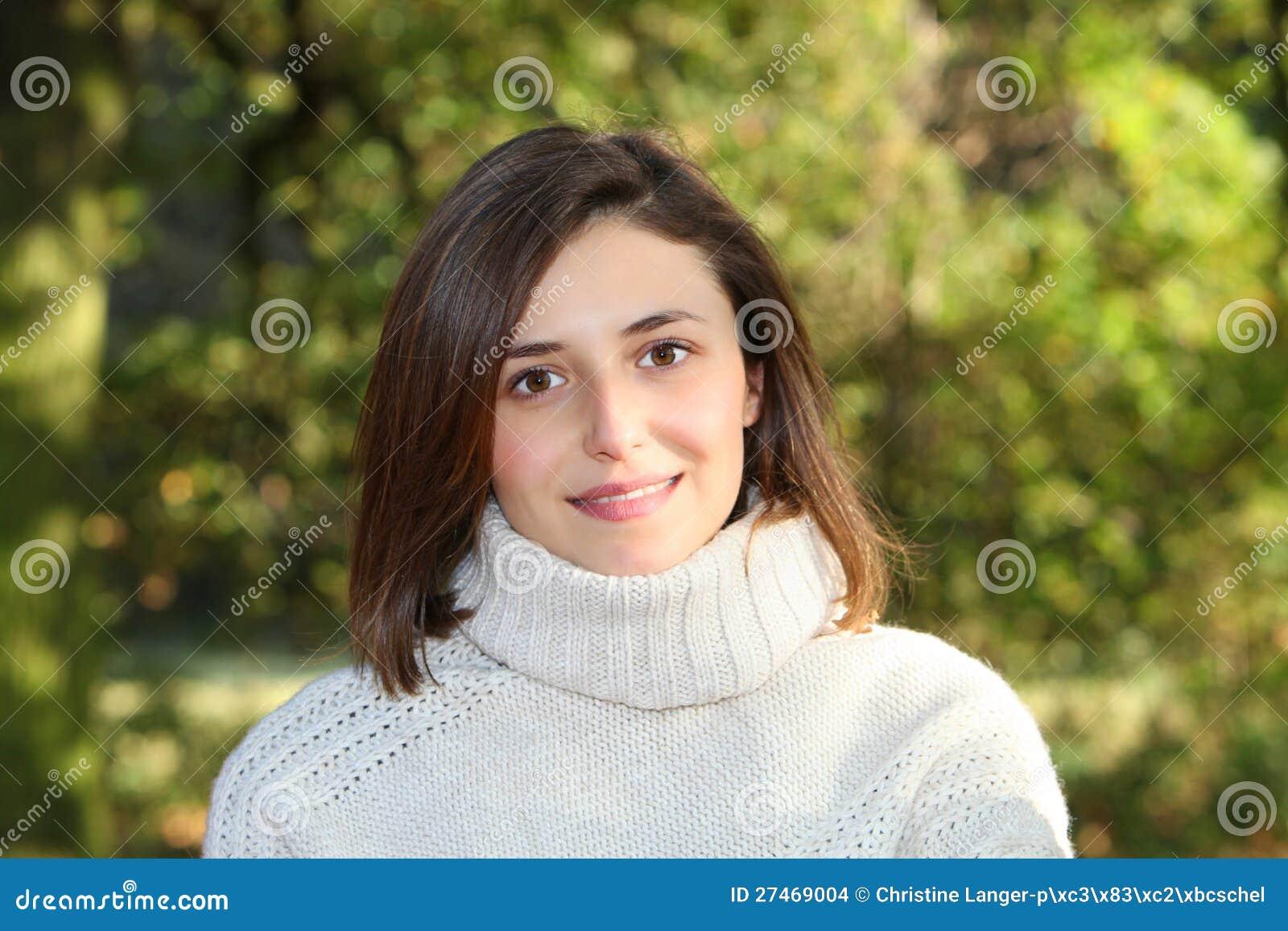 Jovem mulher delicada bonita