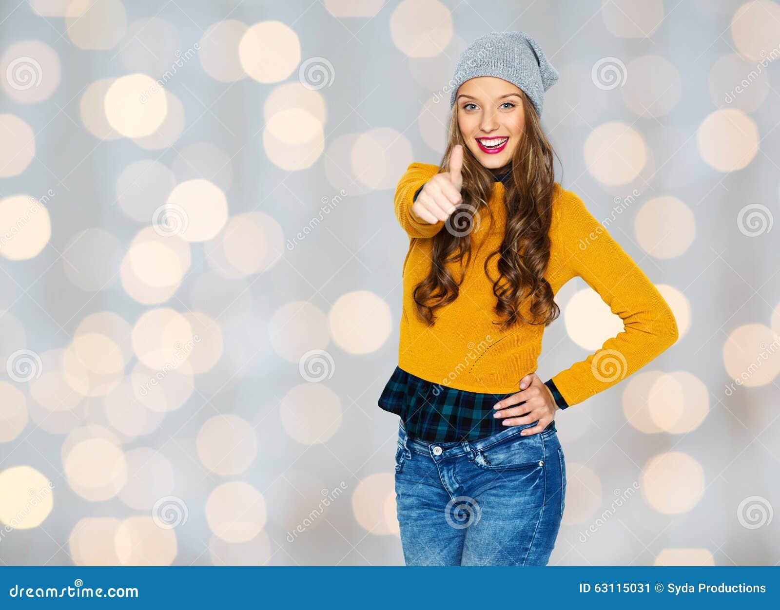 Jovem Mulher Feliz Ou Menina Adolescente Que Mostram Os Polegares Acima Imagem De Stock