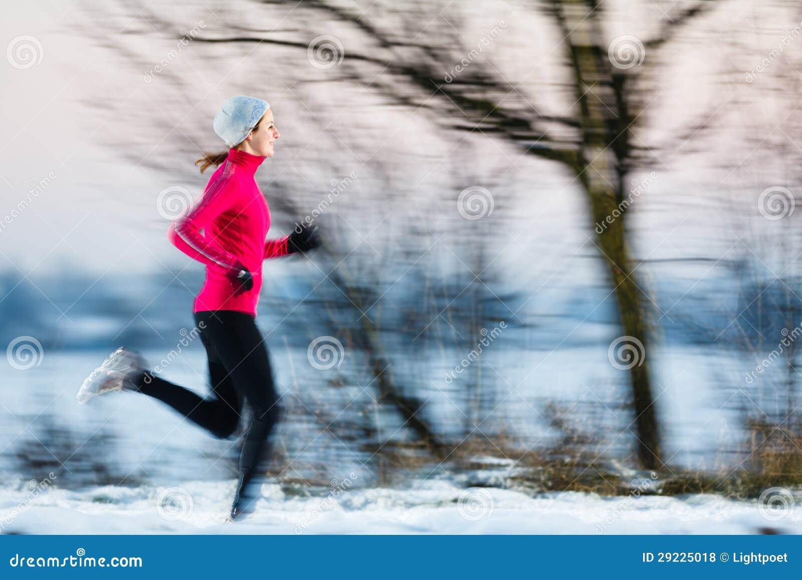 Download Jovem Mulher Que Funciona Fora Foto de Stock - Imagem de marathon, movimento: 29225018