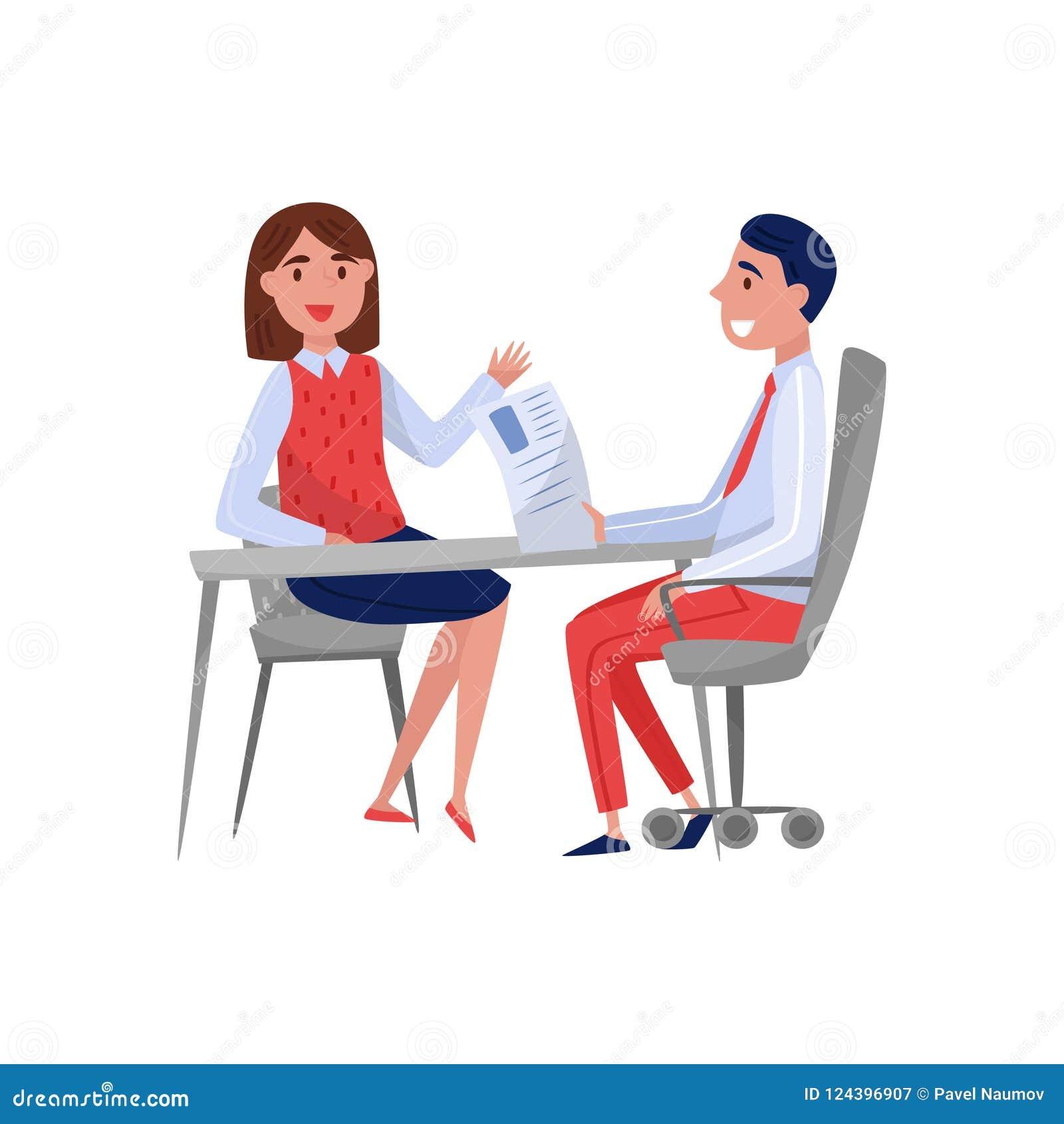Jovem mulher que tem a entrevista de trabalho com o especialista, as pessoas à procura de emprego e o empregador da hora sentando