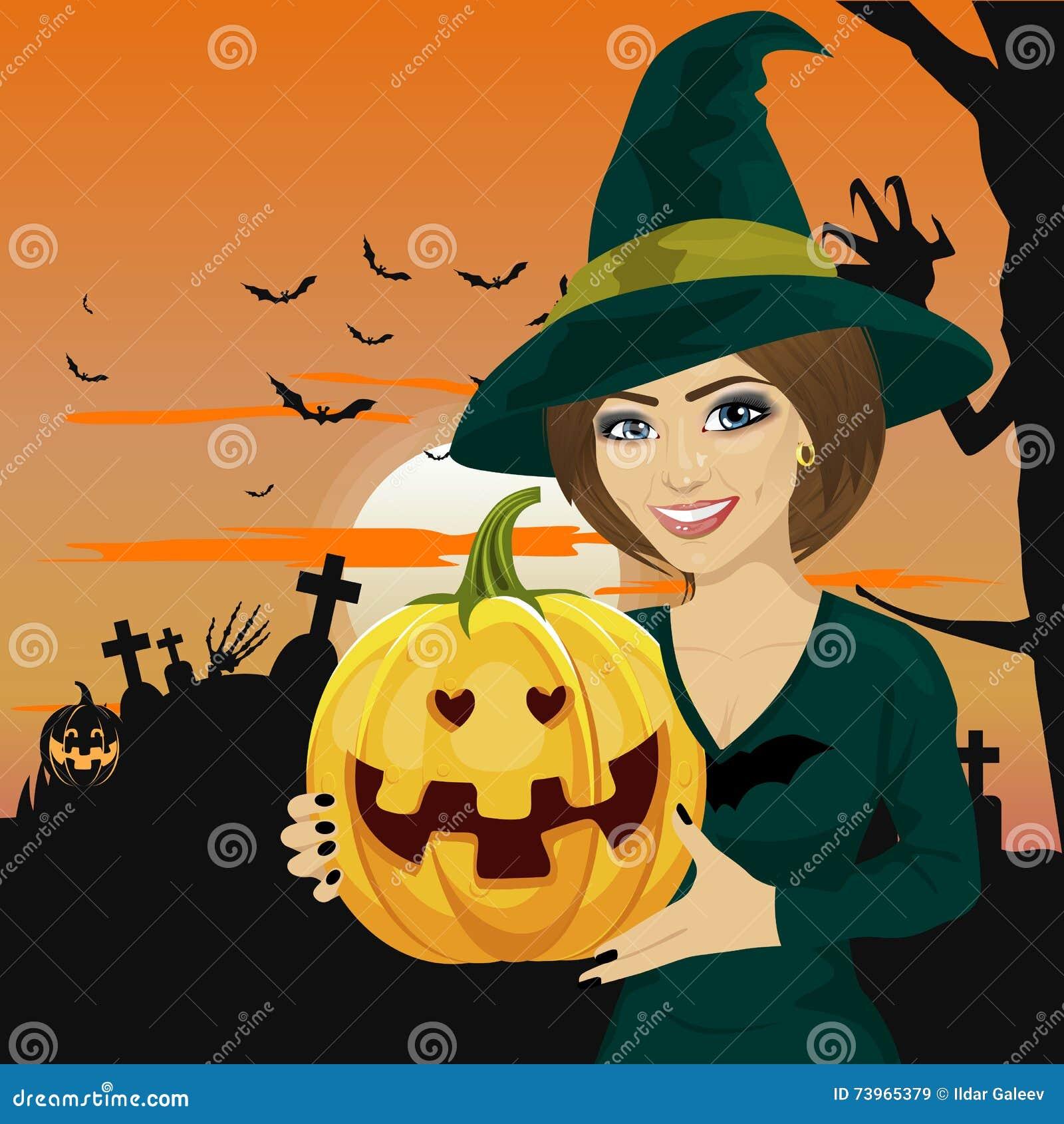 A jovem mulher vestiu-se como a bruxa que veste a roupa escura e que mantém a abóbora disponivel