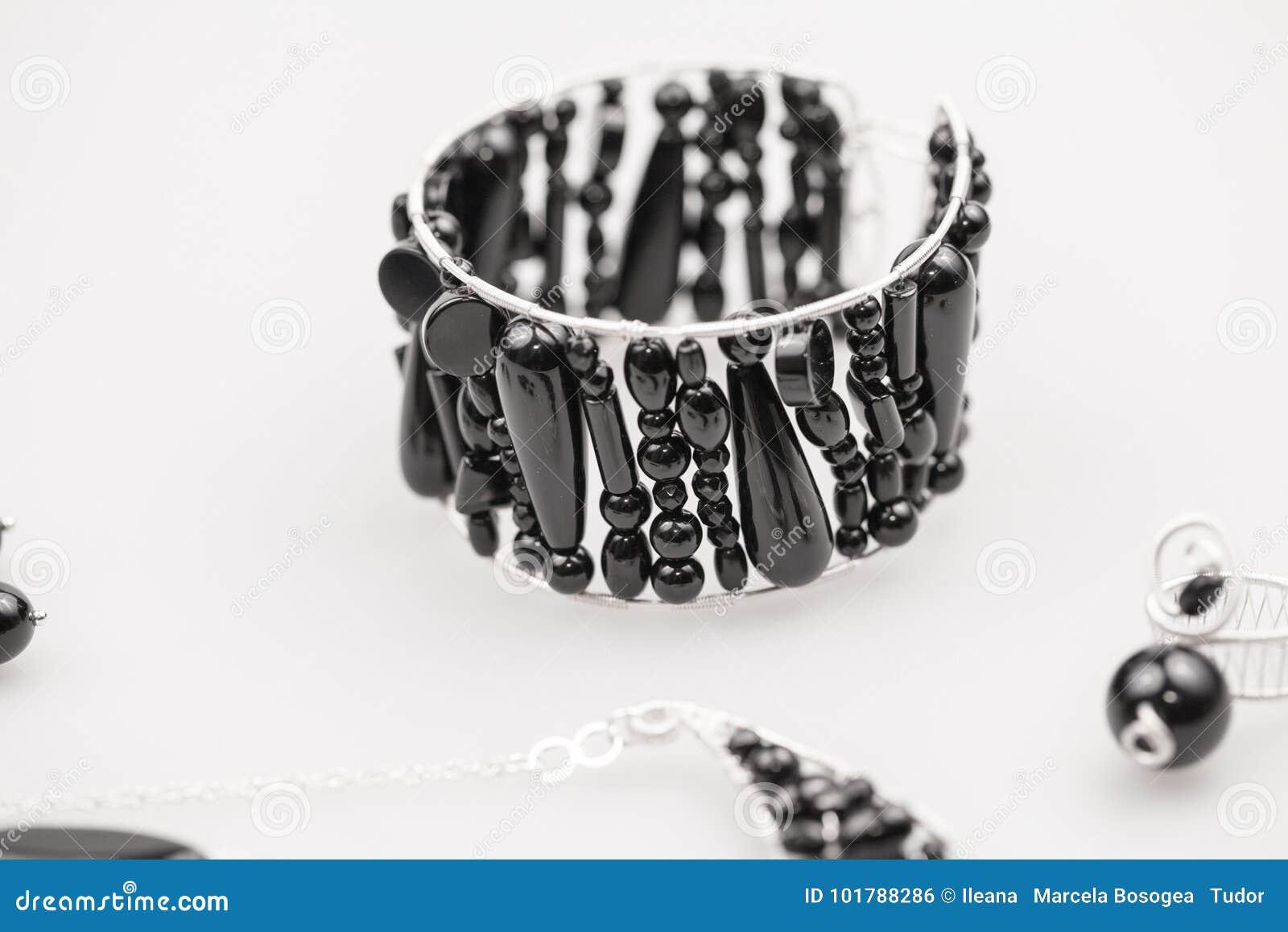 Joyas de plata con las piedras del ónix