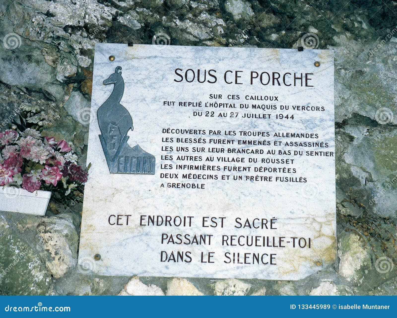 Jubileums- platta på ingången av grottan Luire i Vercorsen