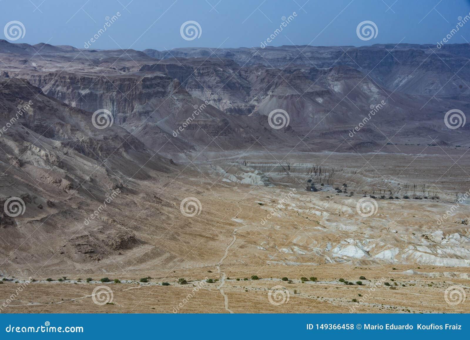Judean沙漠的山的全景 r