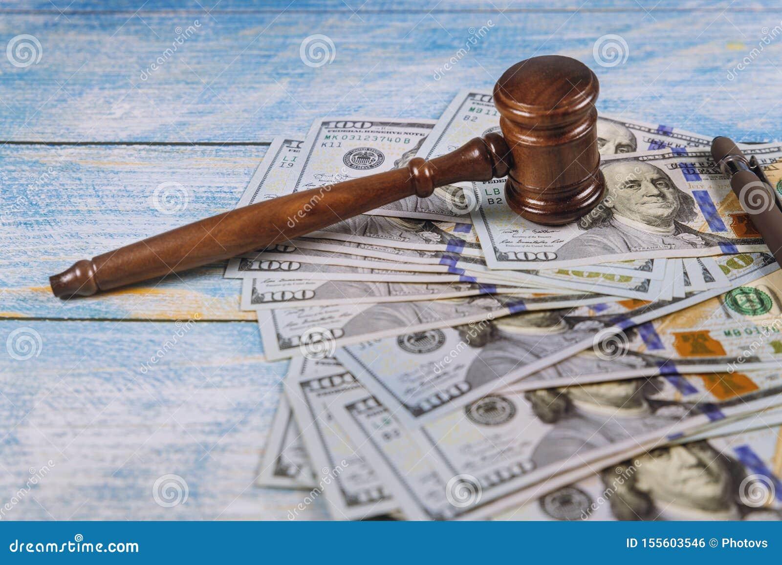 Judge&en x27; s-auktionsklubba, sedlar av amerikanska dollar på affären, finansiellt brott för finanskorruptionpengar