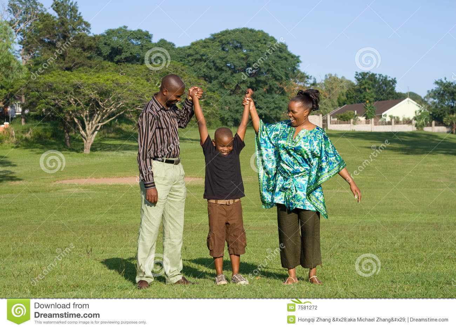 Juego Africano De La Familia Al Aire Libre Foto De Archivo Imagen