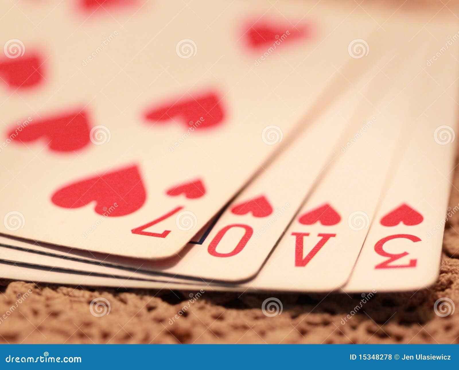 Cubierta del juego de amor de tarjetas que juegan