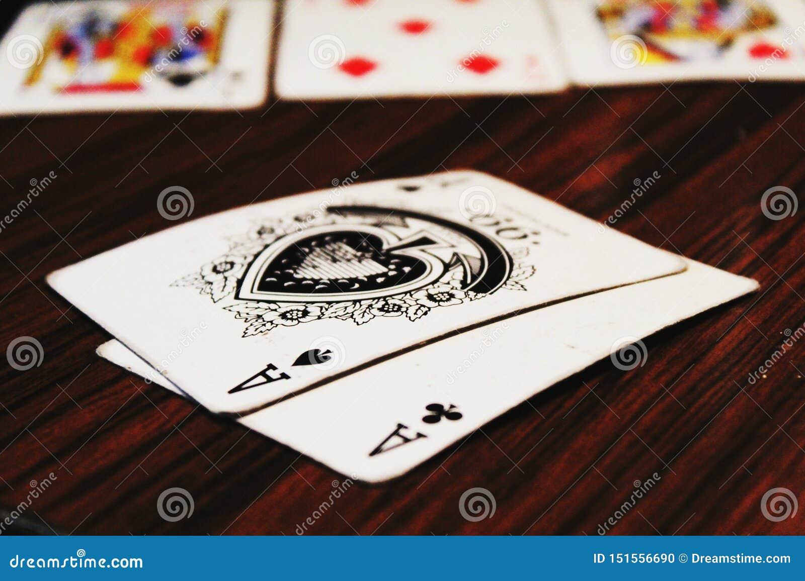 Juego del bolsillo de Ace del póker de la suerte