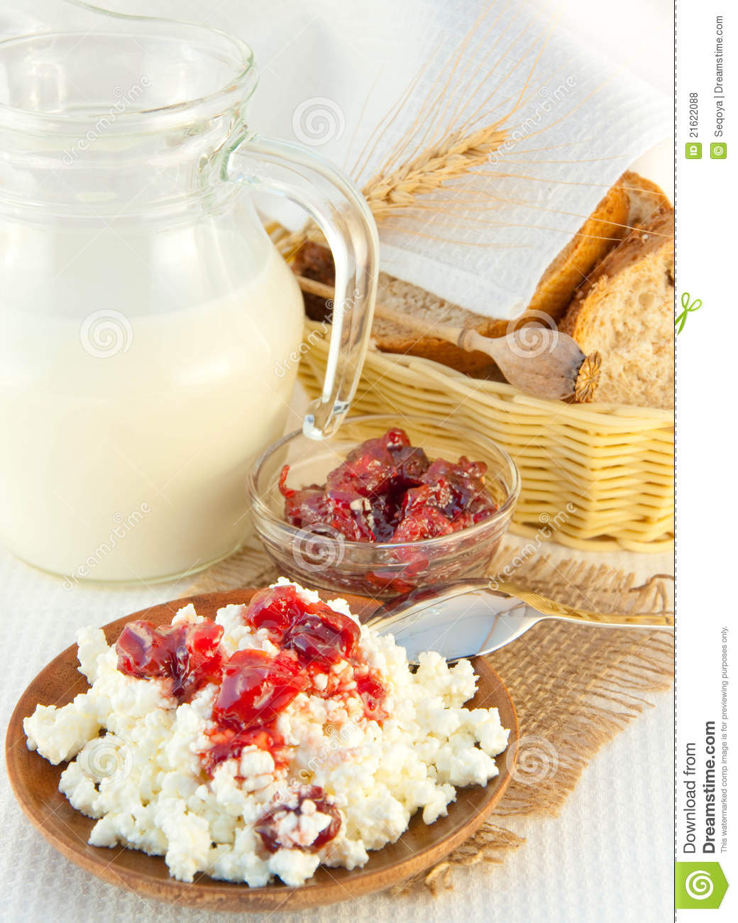 Cottage Cheese With Jam: Jug With Milk And Cottage Cheese Royalty Free Stock Photos