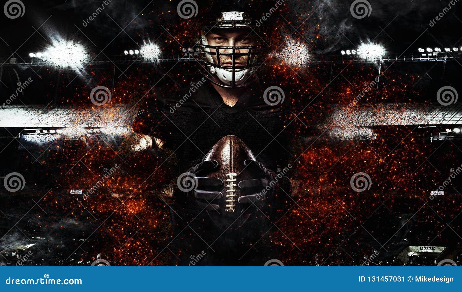 Jugador de fútbol americano, atleta en casco con la bola en fondo negro Papel pintado del deporte con el copyspace