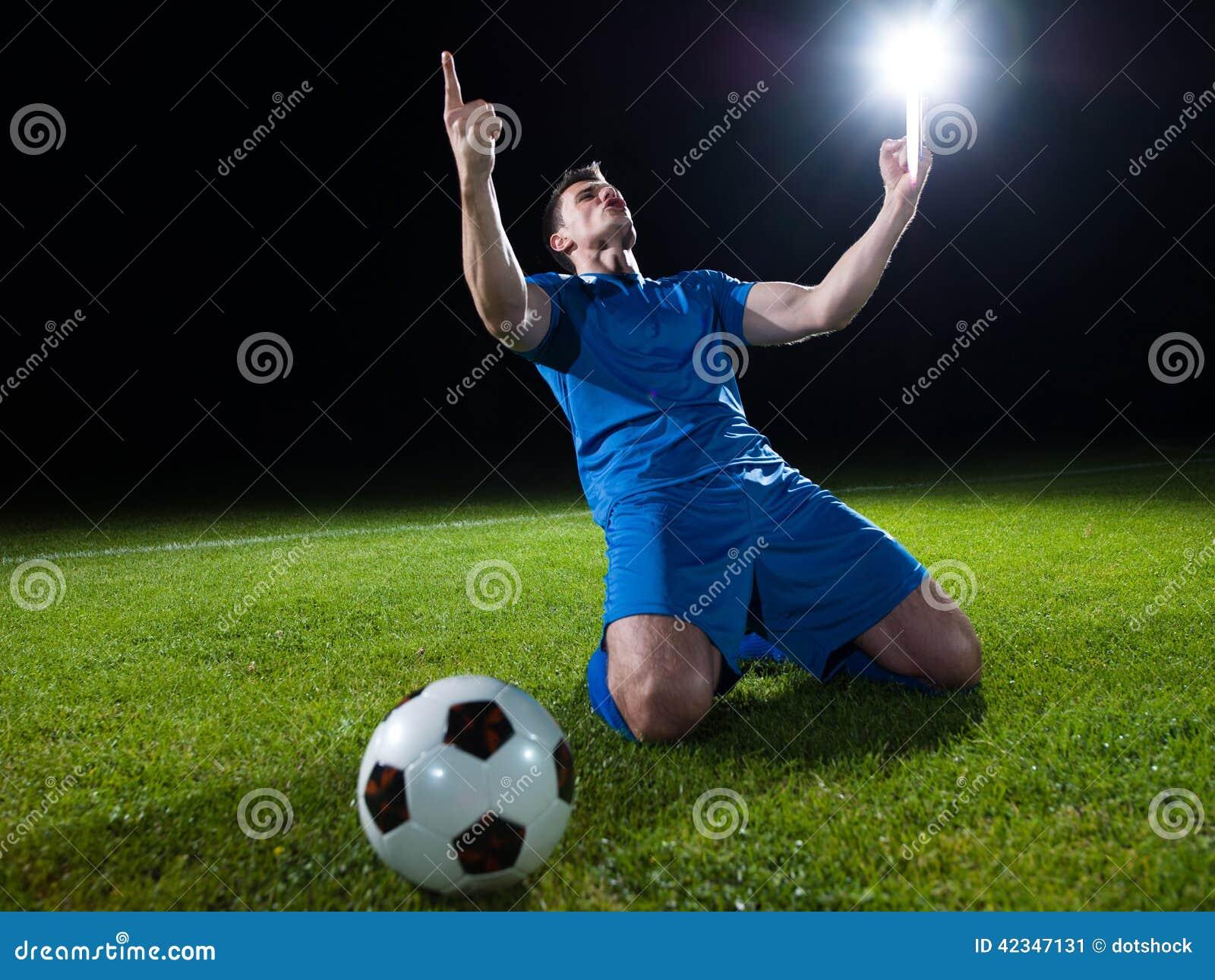 Jugador de fútbol con la bola