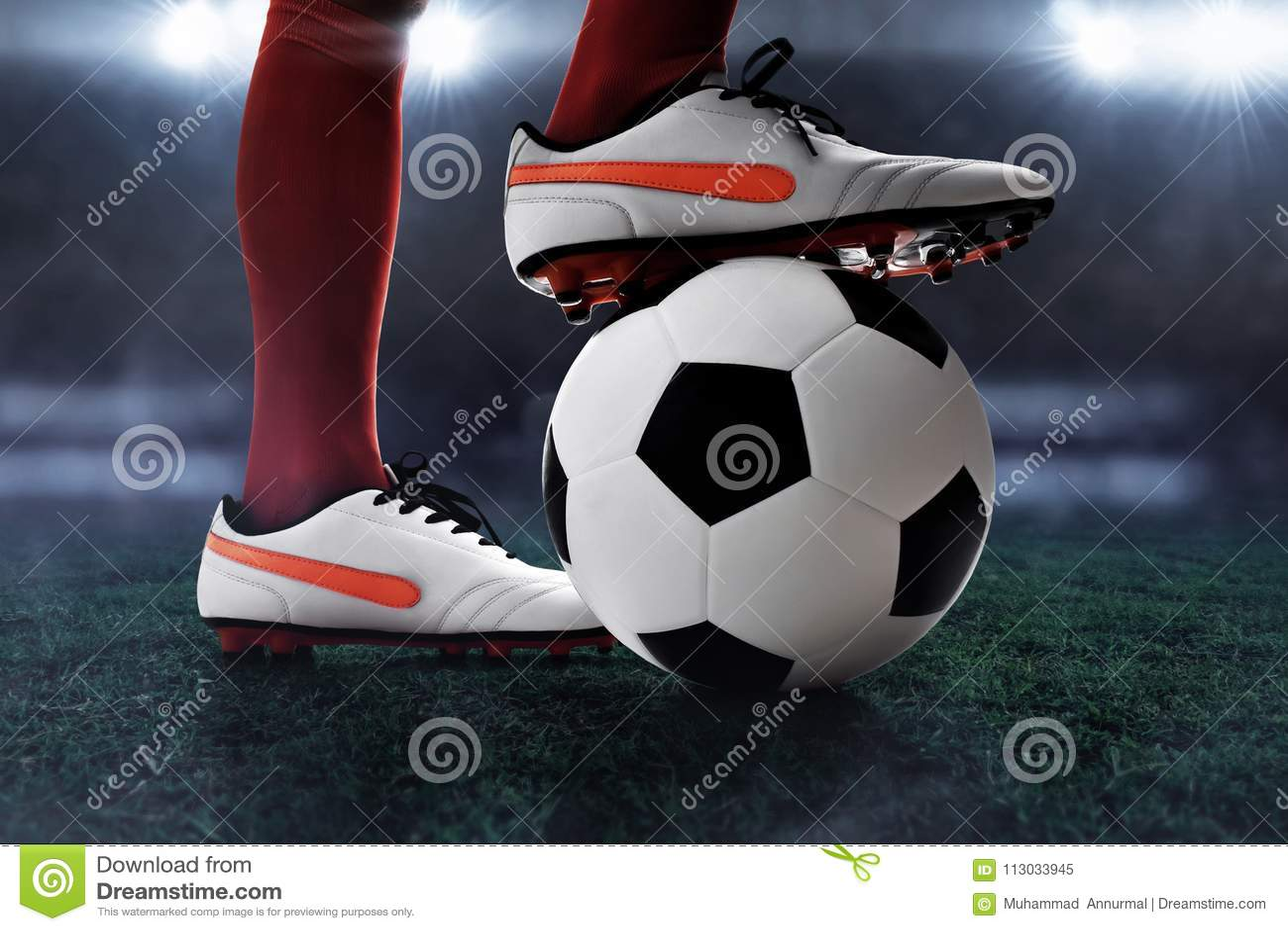 Jugador de fútbol en el campo del estadio