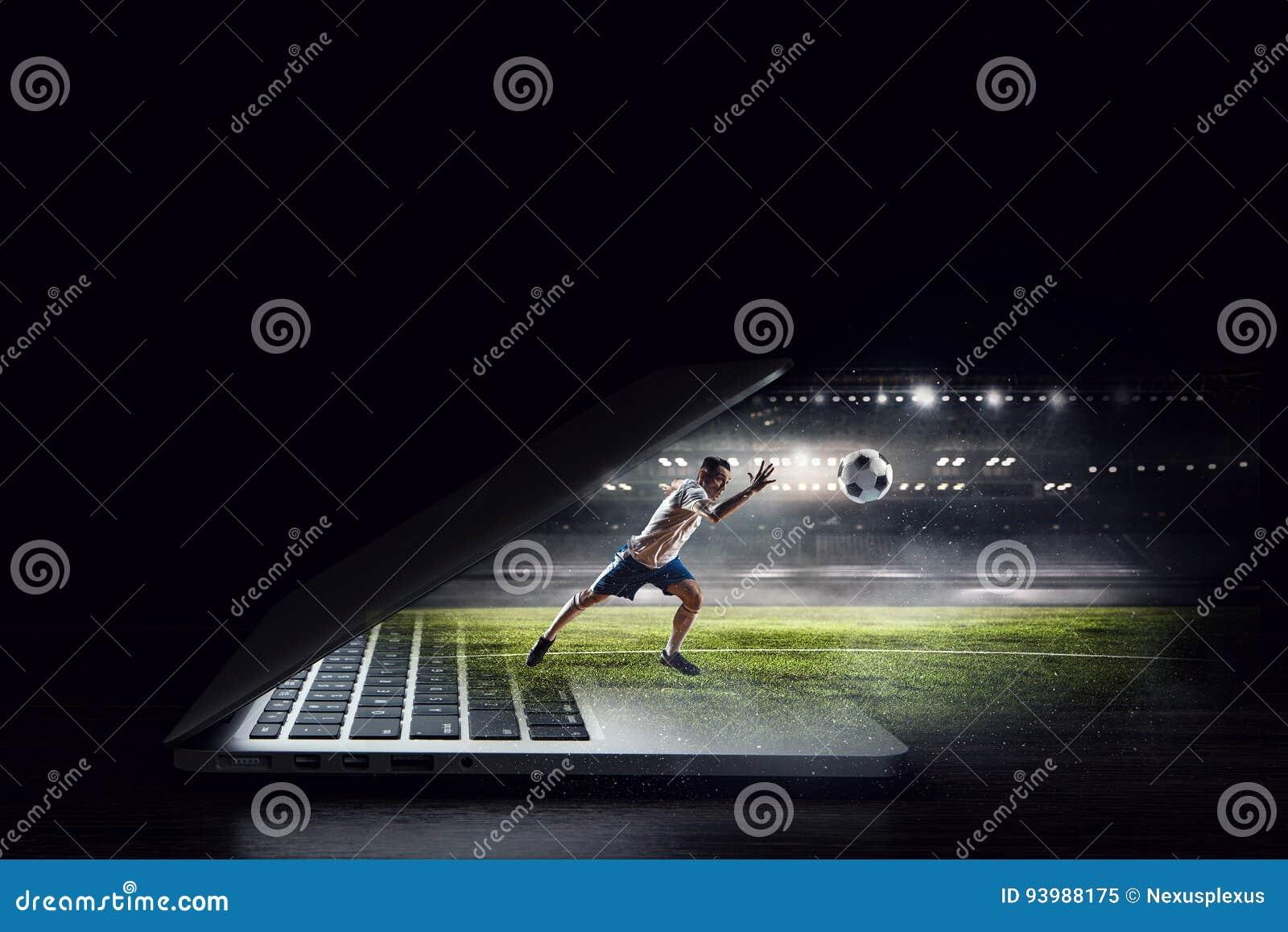 Jugador de fútbol en la acción Técnicas mixtas