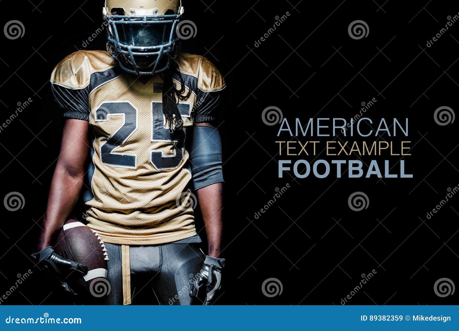 Jugador del deportista del fútbol americano aislado en fondo negro