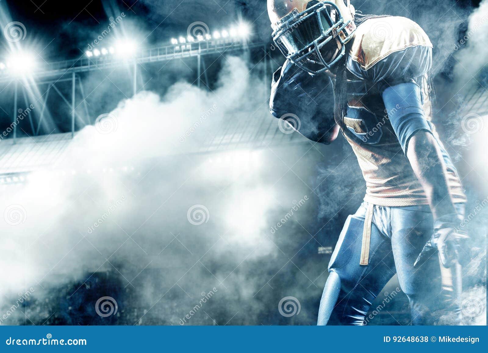 Jugador del deportista del fútbol americano en el estadio que corre en la acción