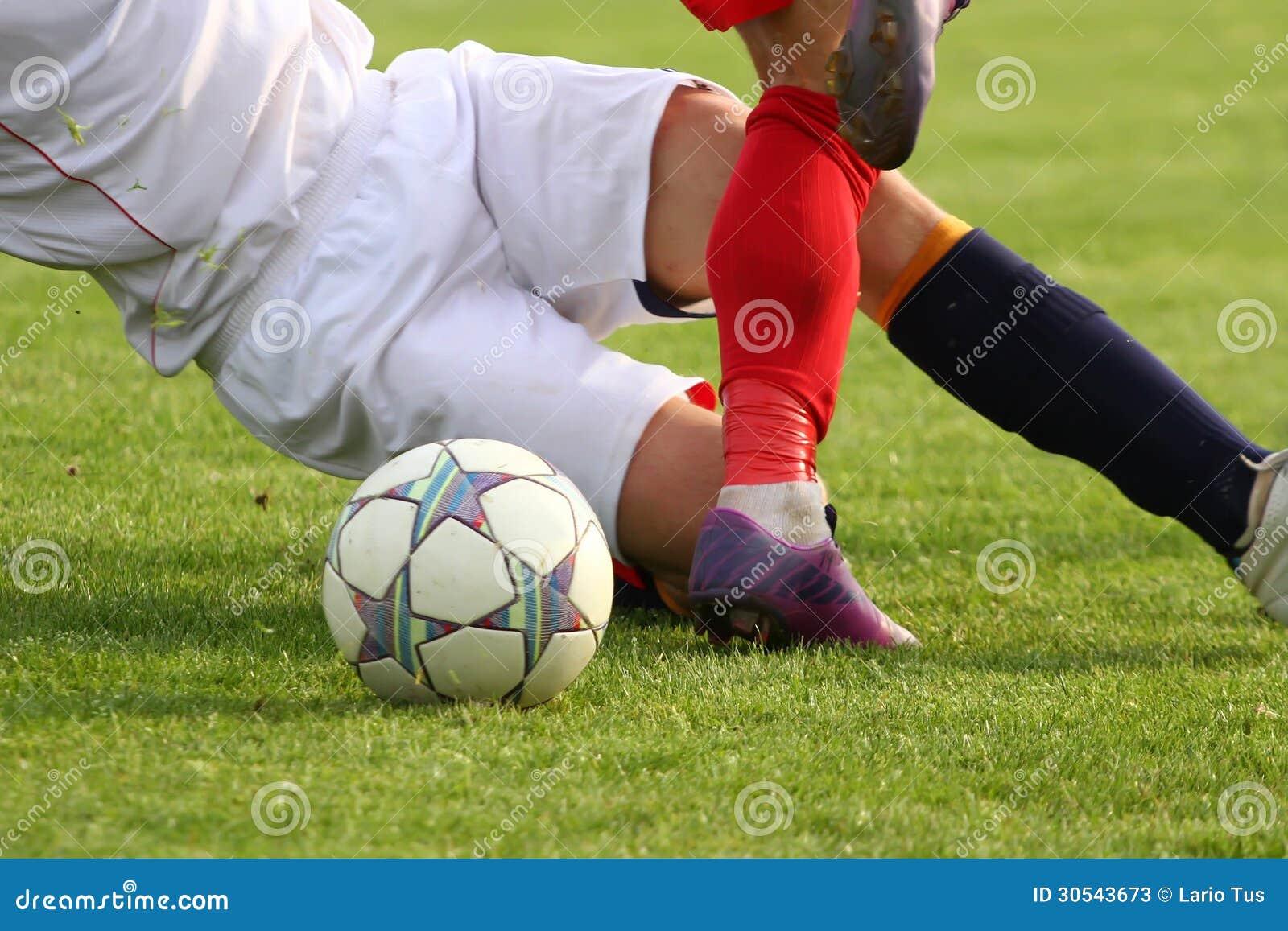 Jugadores de fútbol en duelo