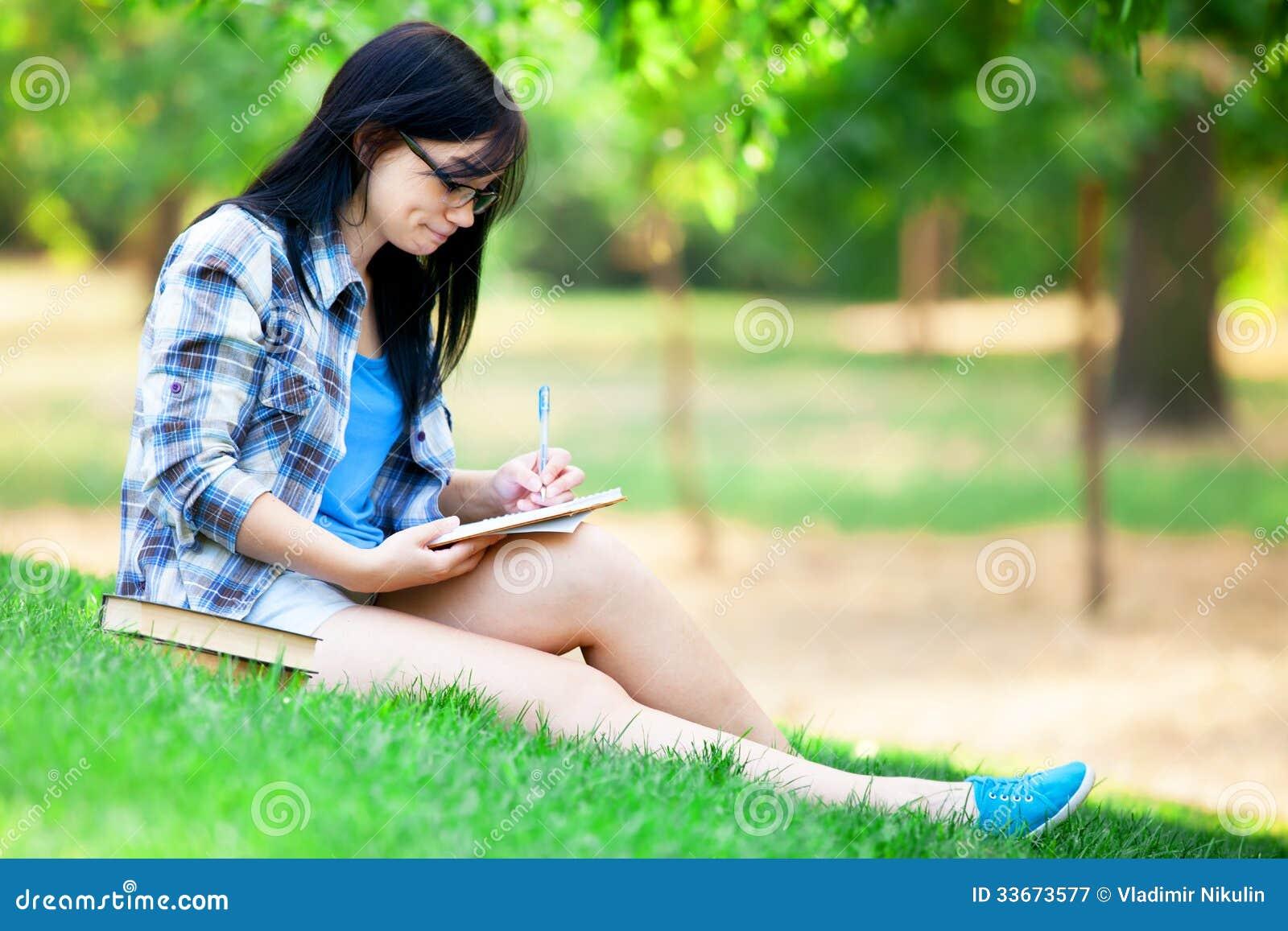 Jugendlich Mädchen mit Notizbuch