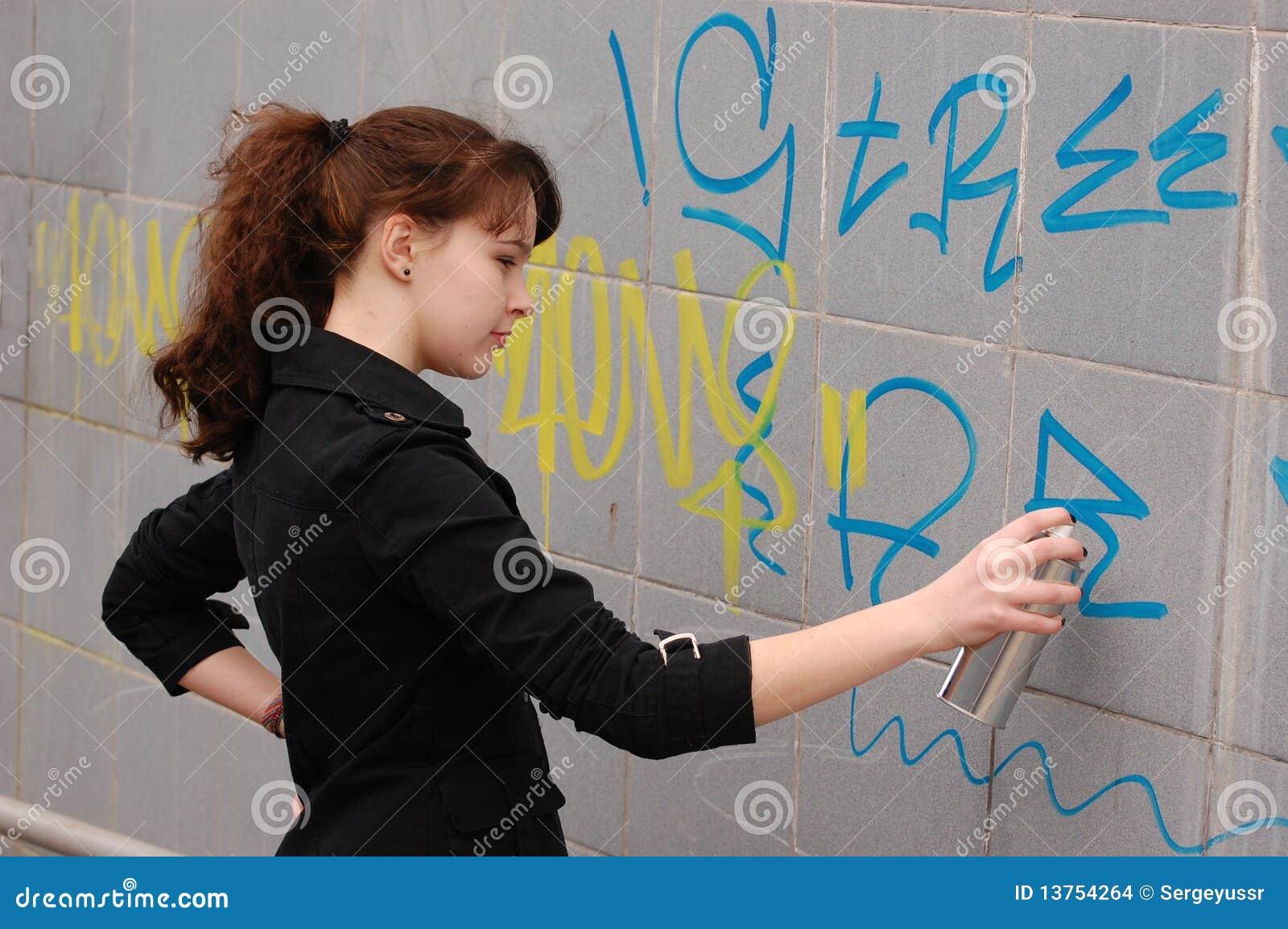 Jugendlich Mädchen und Graffiti
