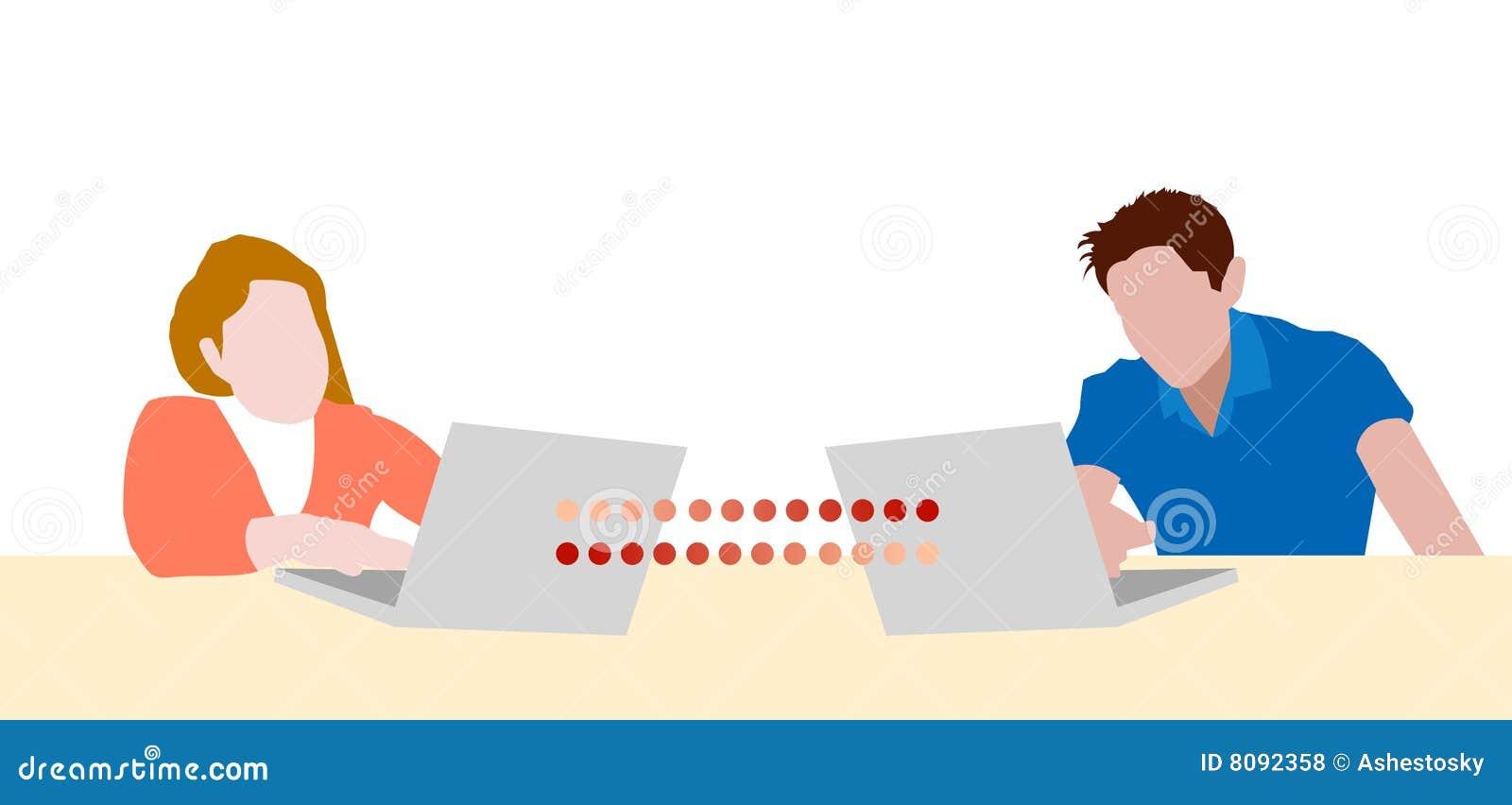 Jugendlich plaudernde Laptope des Mädchens und des Jungen