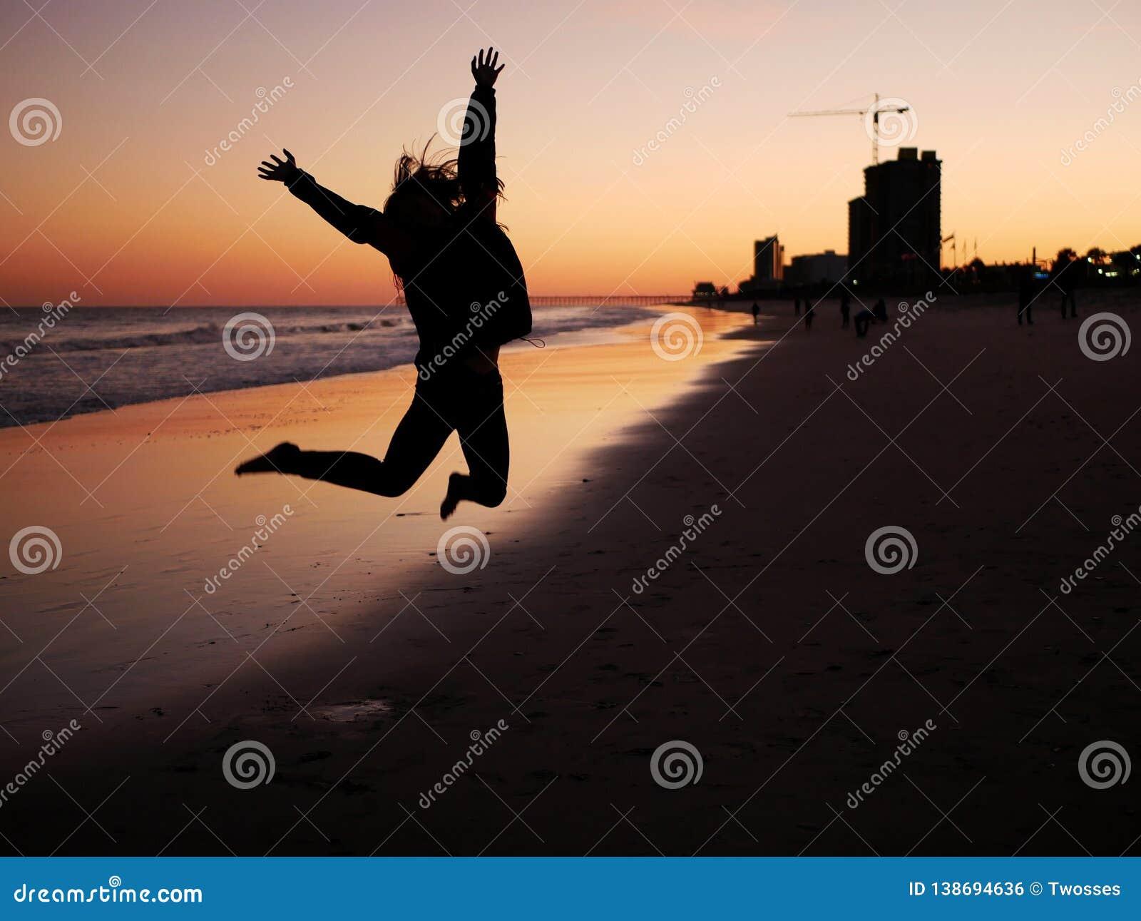 Jugendlich Sprung für Freude