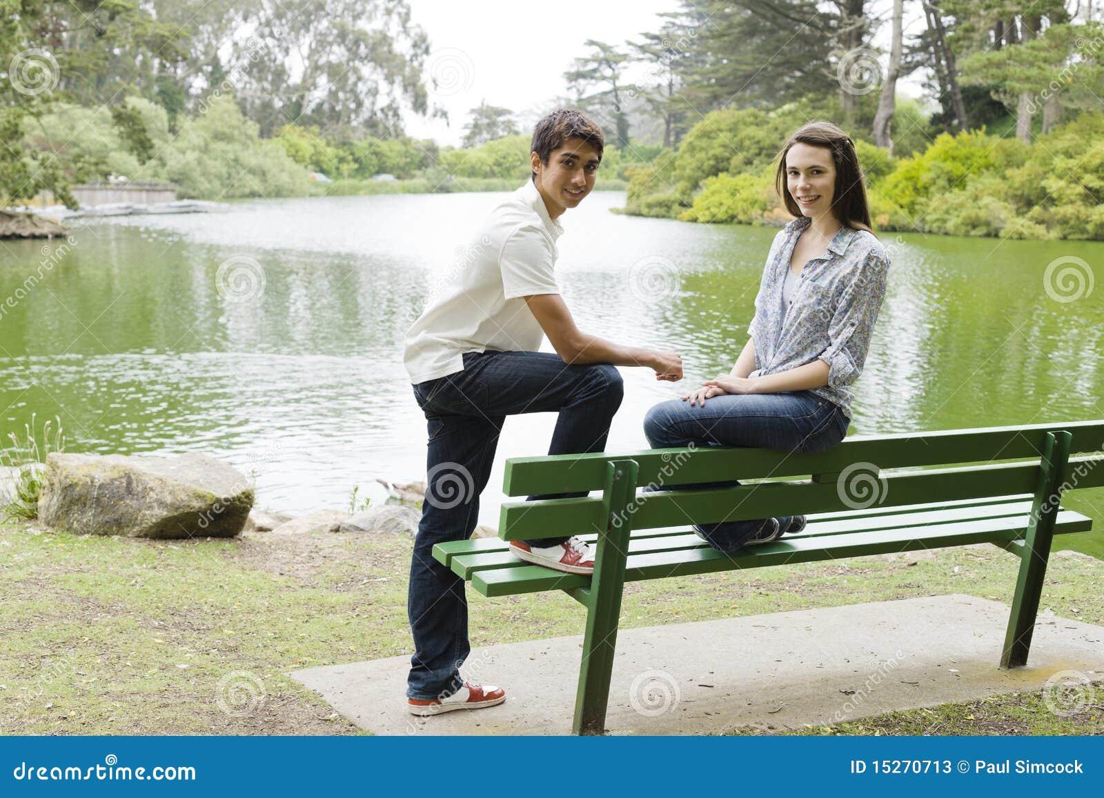 Jugendliche in einem Park
