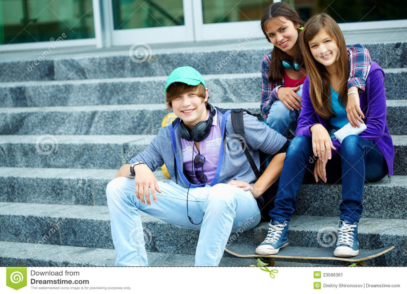 Jugendlich jugendlich Engel des Teenagers des Teenagers