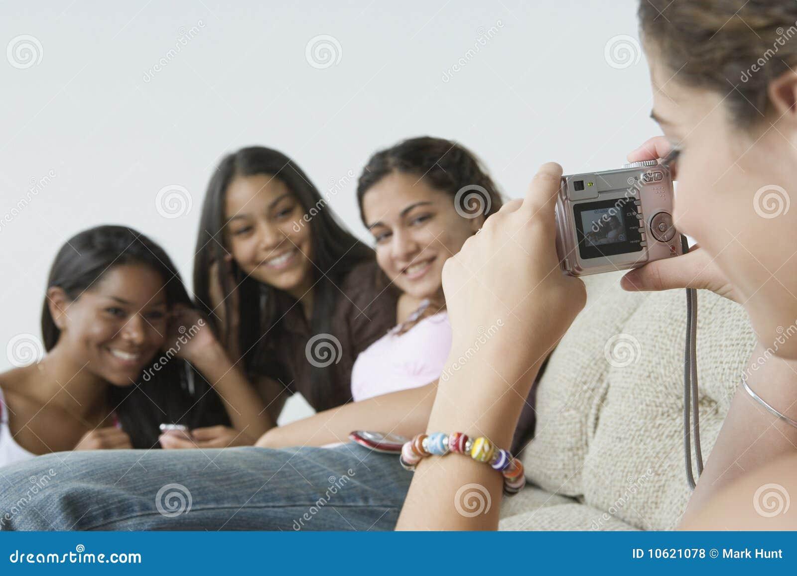 Vollbusiges Girl Masturbiert Mit Ihren Freunden