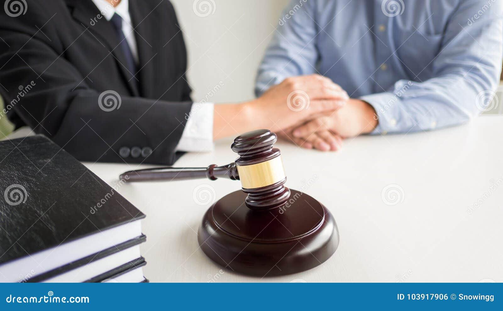 Jugez Le Marteau Avec Le Conseil D Avocats Juridique Au Cabinet D