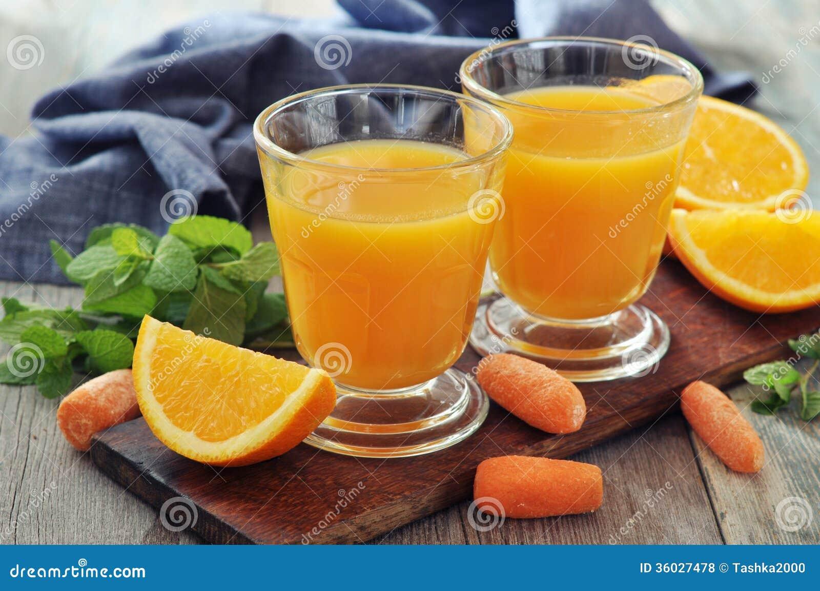 Jugo de la naranja y de zanahoria