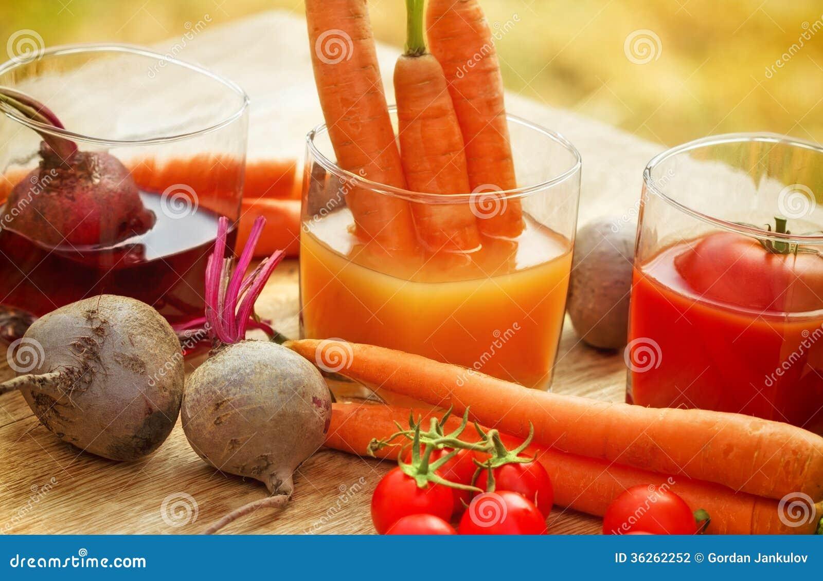 Jugo De Zanahoria Jugo De Tomate Y Jugo De La Remolacha Foto De Archivo Imagen De Jugo Zanahoria 36262252 Después, pelamos las naranjas y las exprimimos para sacar todo el jugo que podamos. dreamstime
