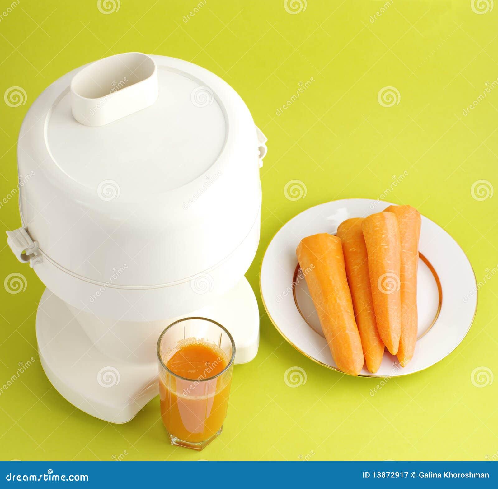 Jugo de zanahoria y exprimidor