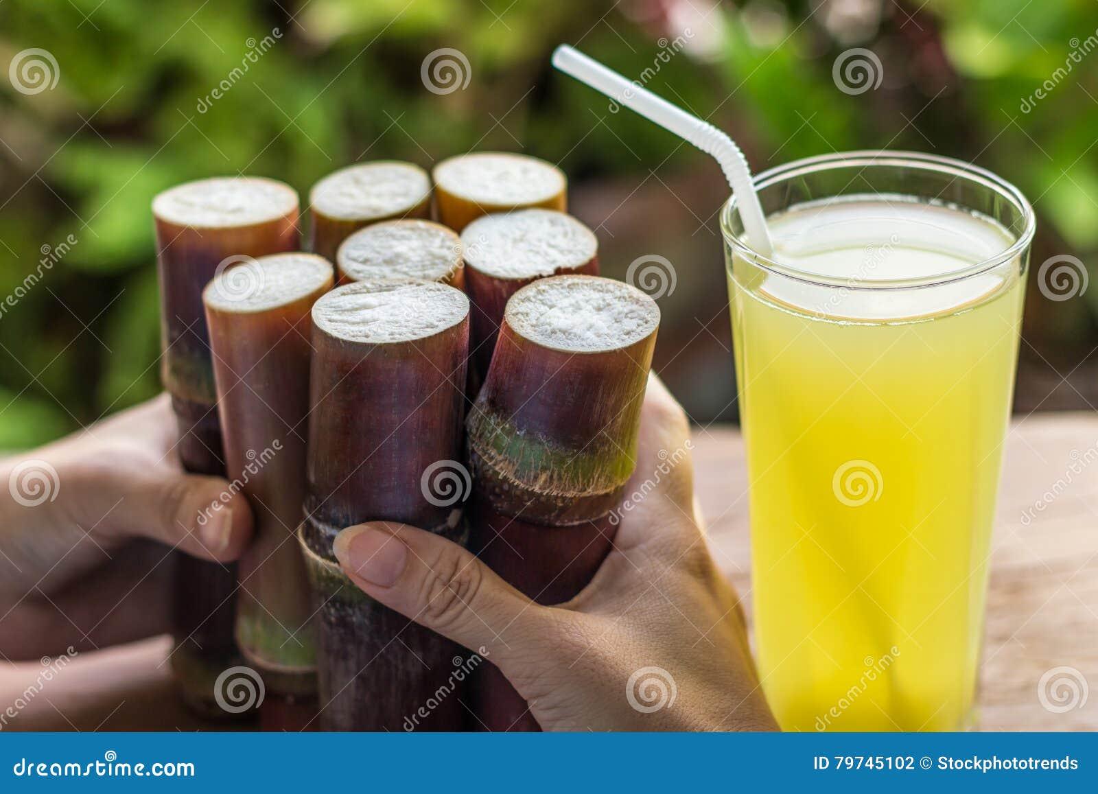 Jugo fresco para la consumición sana, comida fresca de la caña de azúcar para adietar