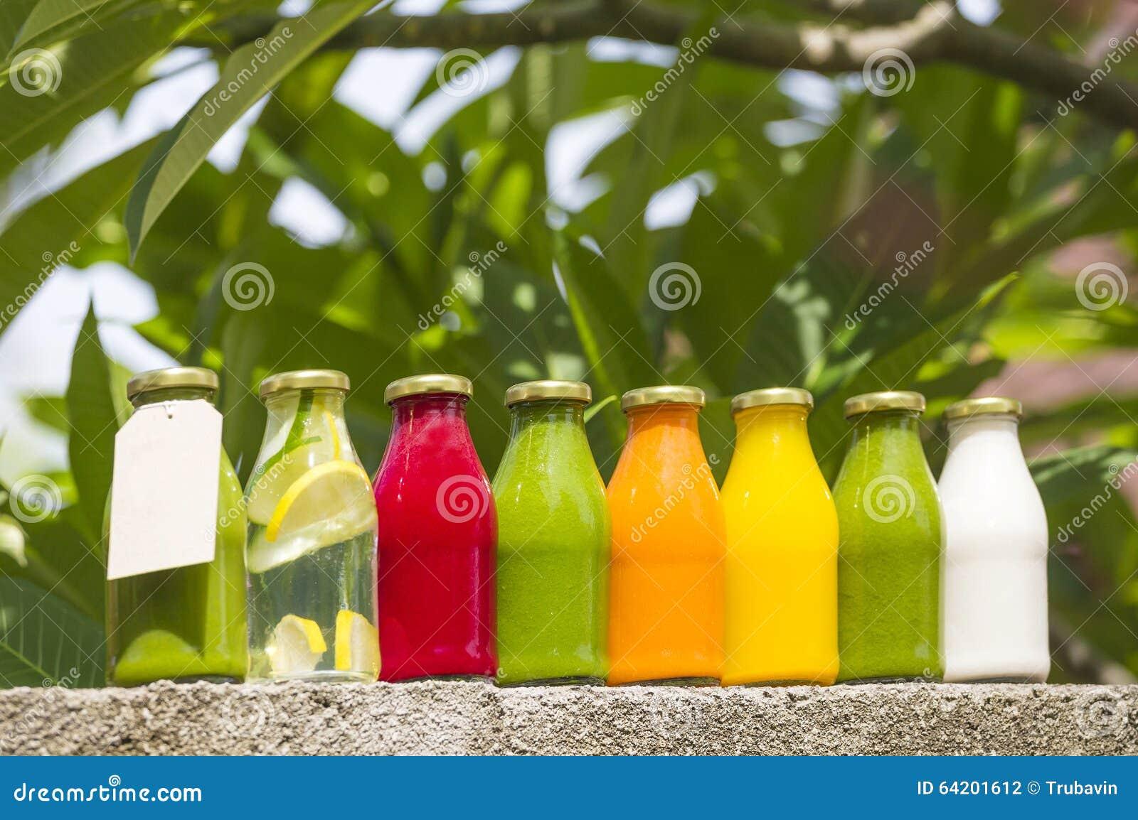 Jugos vegetales crudos planchados en frío orgánicos