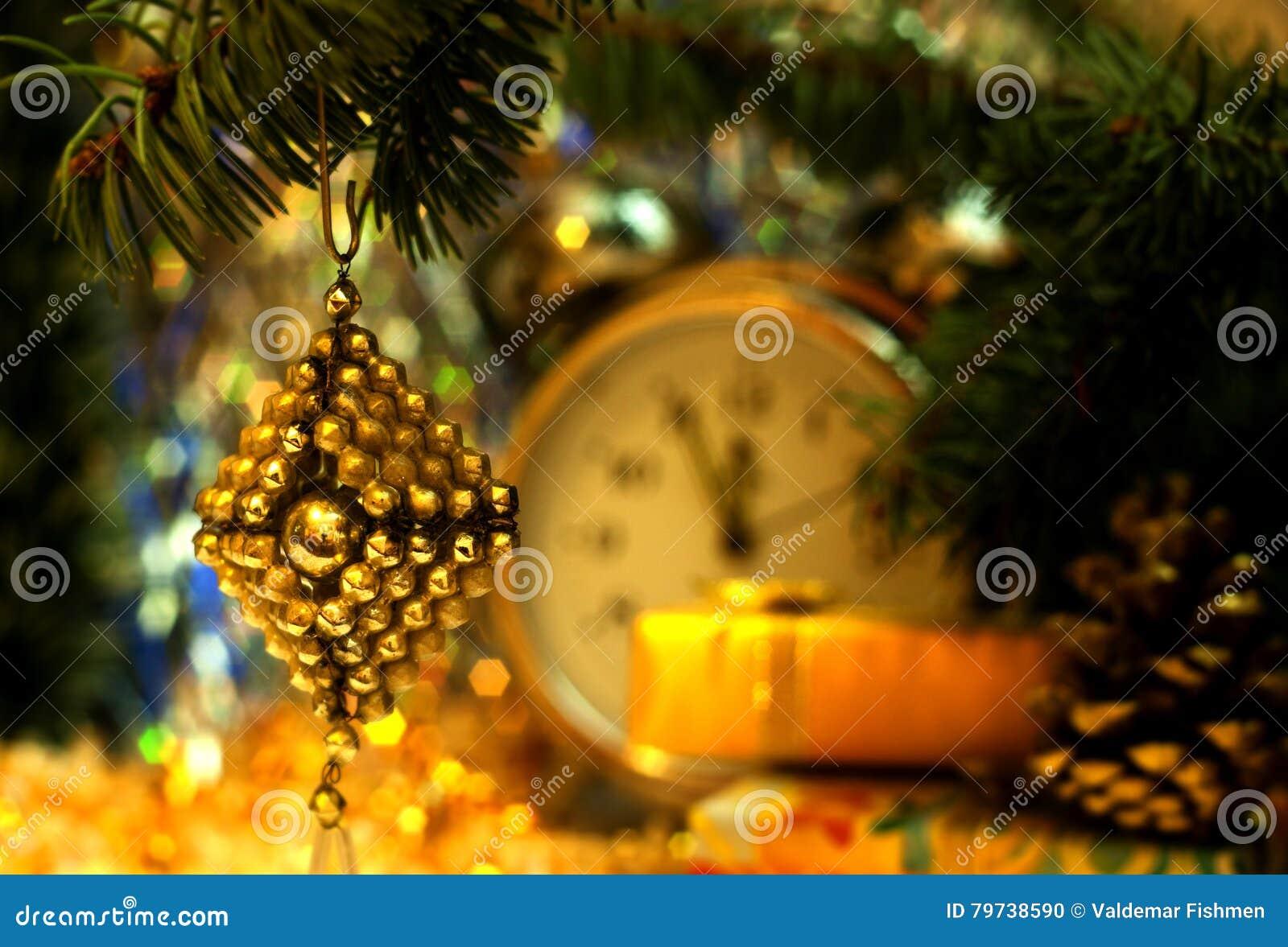 Juguete hecho a mano retro del vintage del arte de la Navidad soviética de la cuenta de cristal