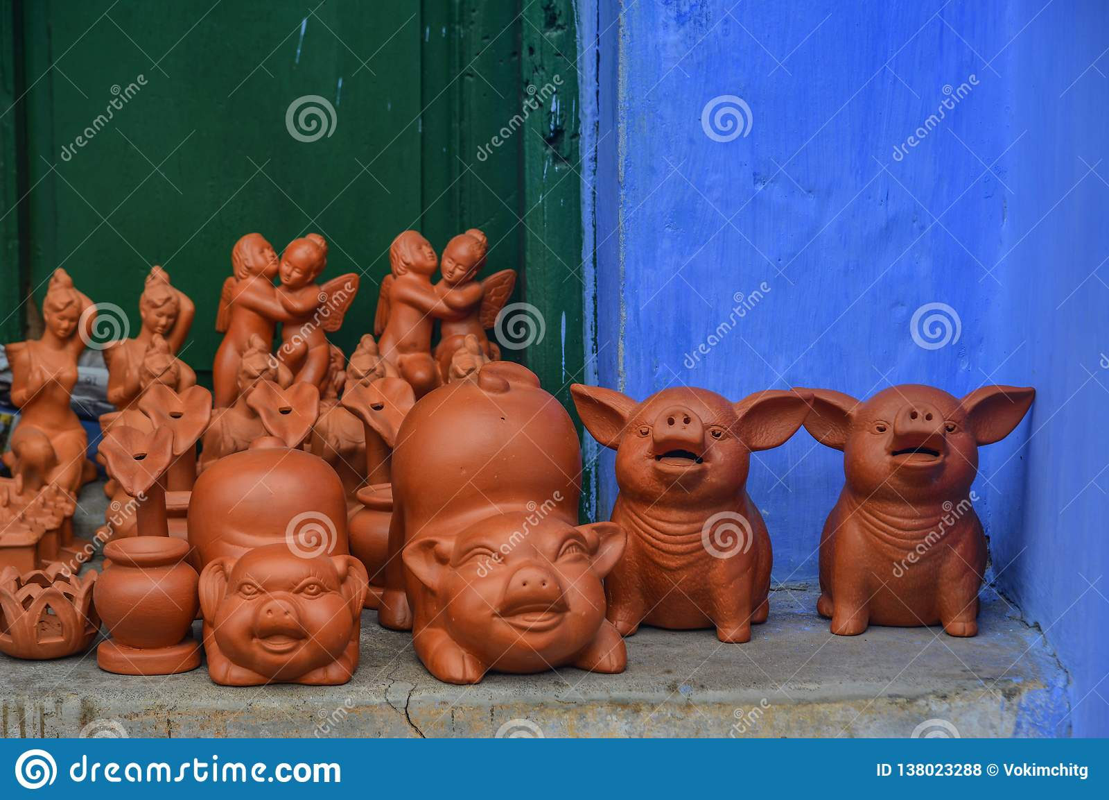Juguetes de cerámica del cerdo en Hoi An Old Town, Vietnam