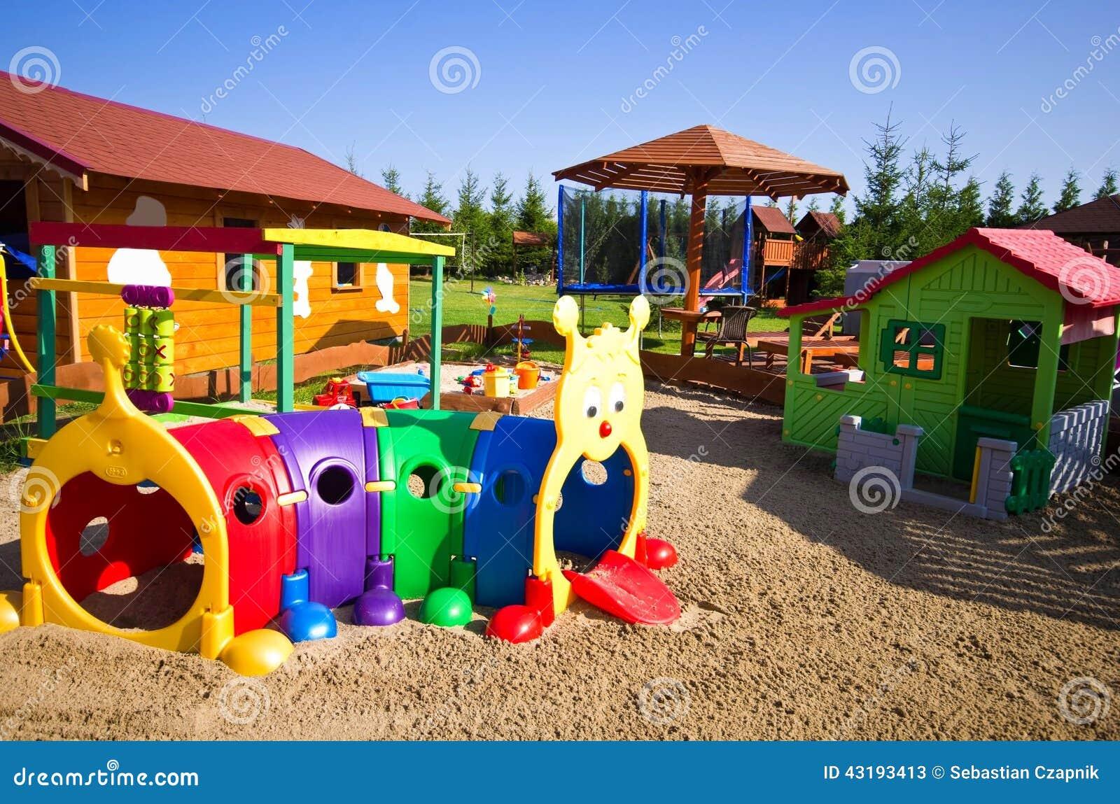 Juguetes del jard n para los ni os foto de archivo imagen 43193413 for Juegos de jardin para nios en puebla