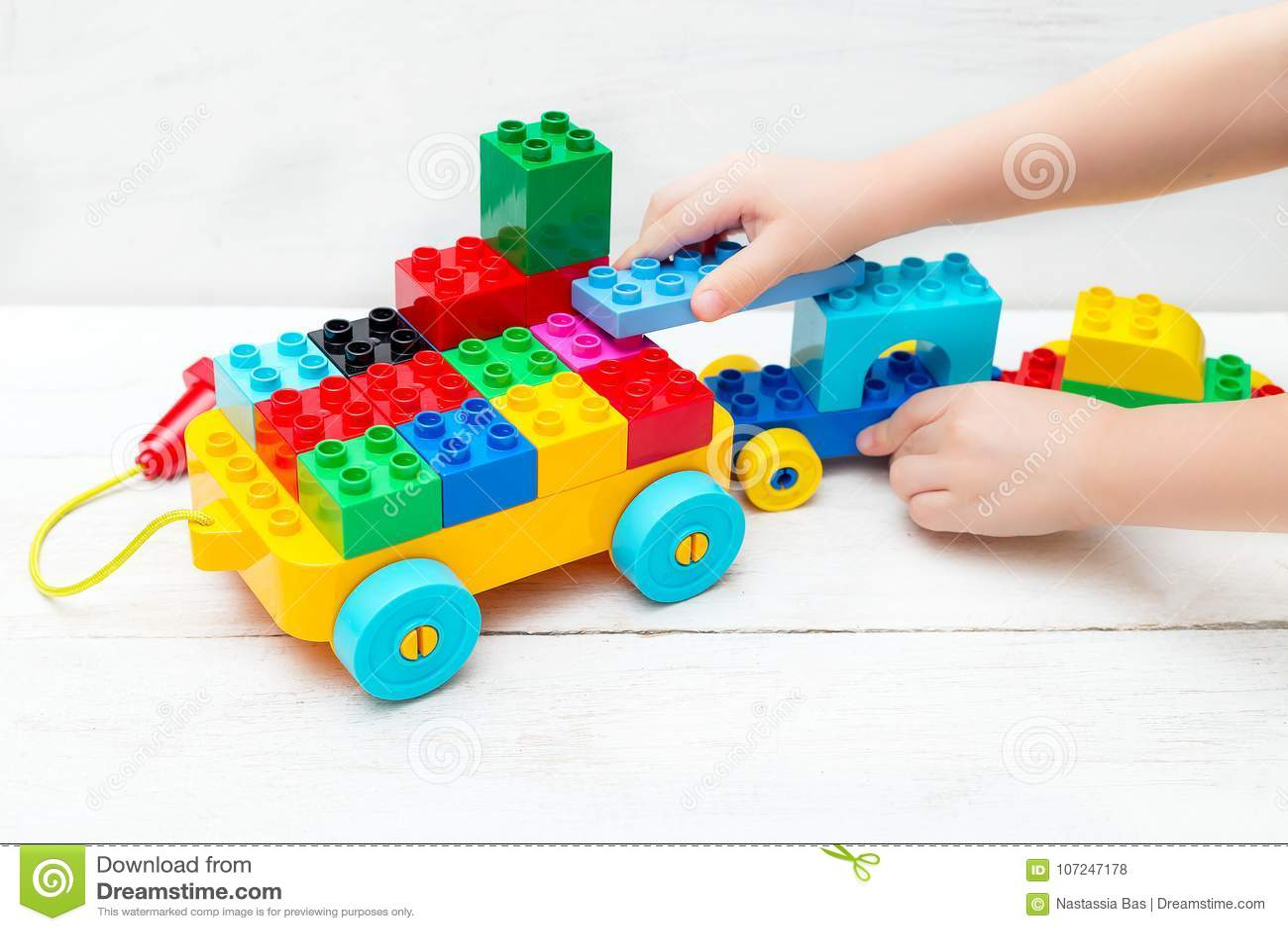 Juguetes educativos Los juegos de niños con el diseñador de Lego