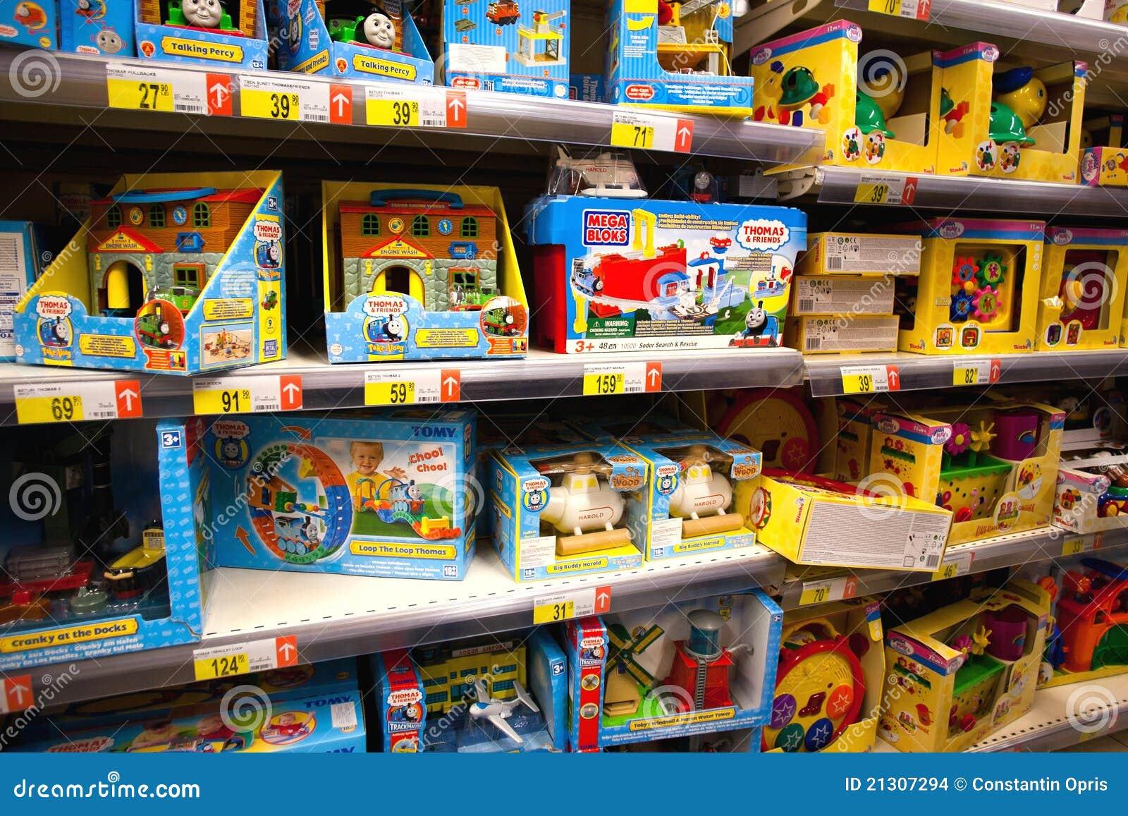 Juguetes en supermercado imagen de archivo editorial ...