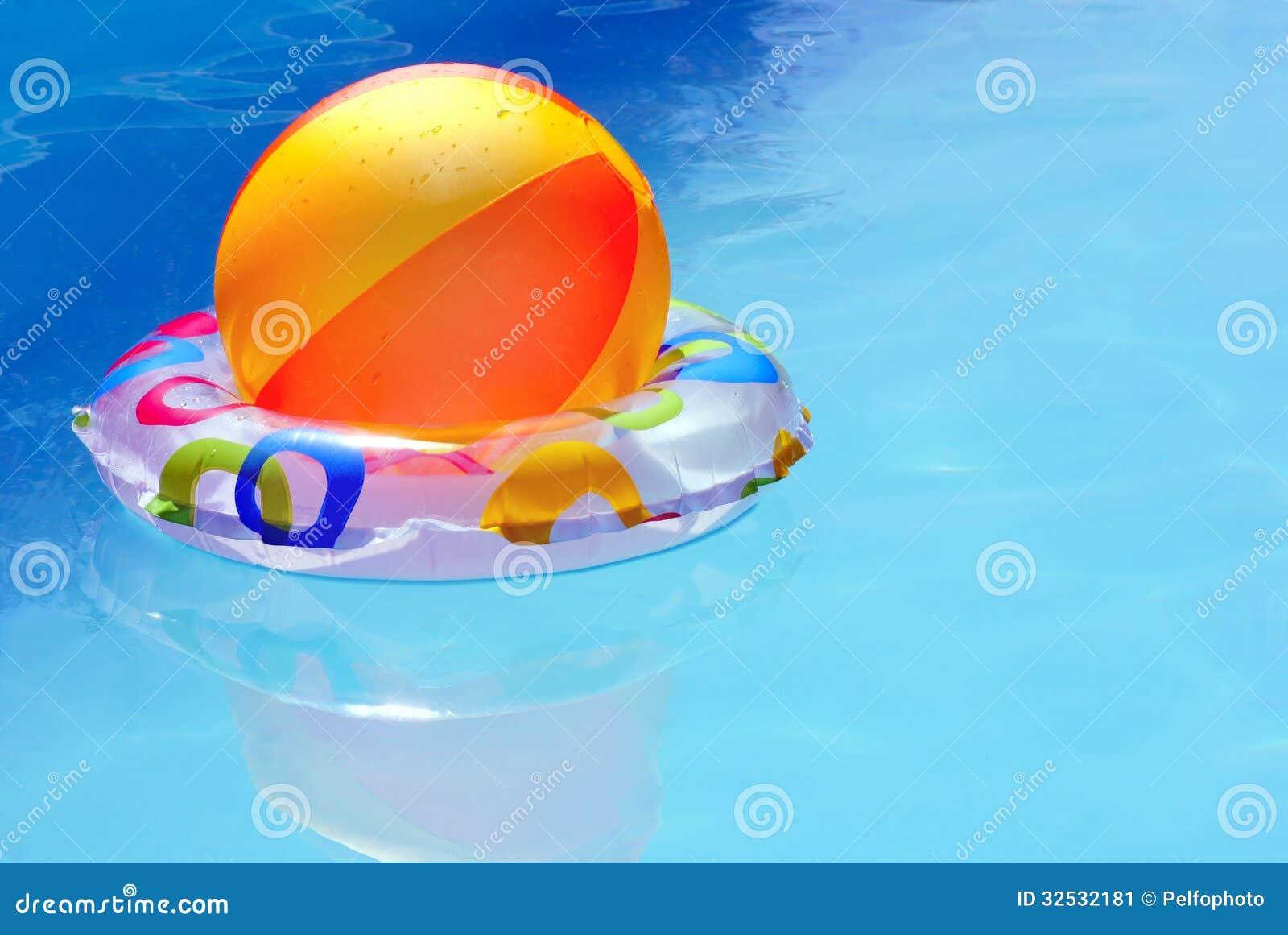 Juguetes Inflables En Agua Imagen De Archivo Imagen De Bathing Caliente 32532181
