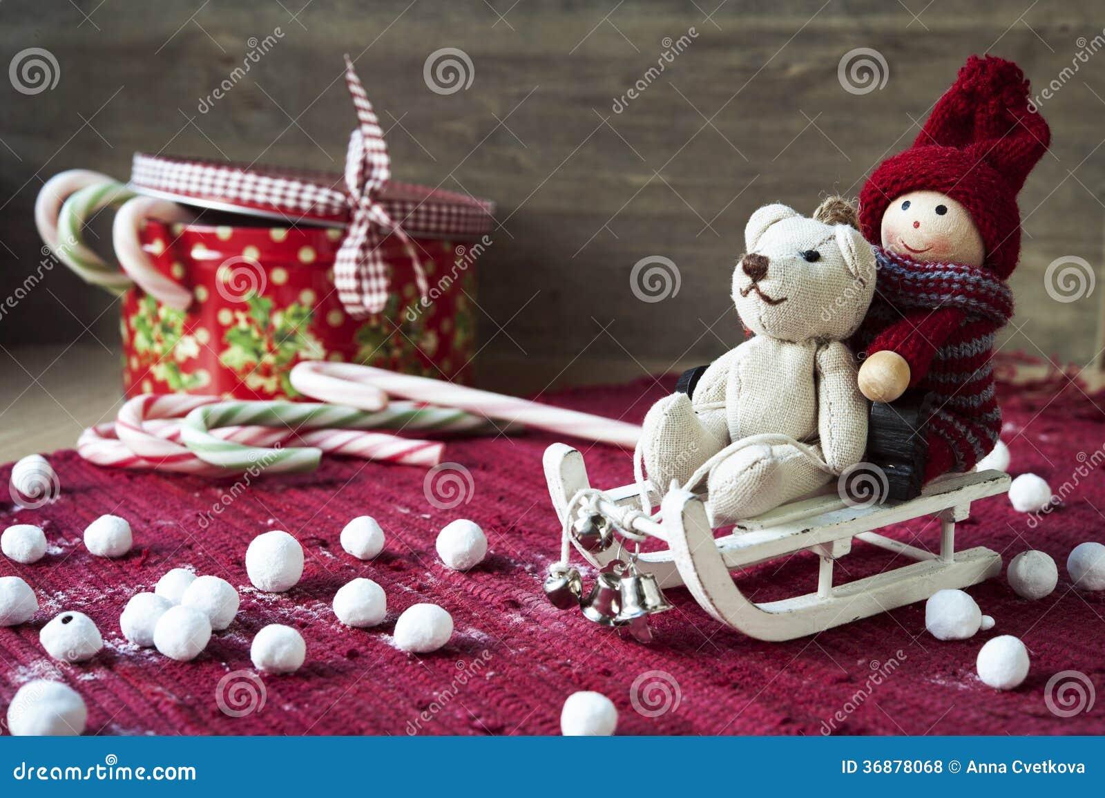 Juguetes miniatura de la navidad en backround de madera for Trineo madera decoracion